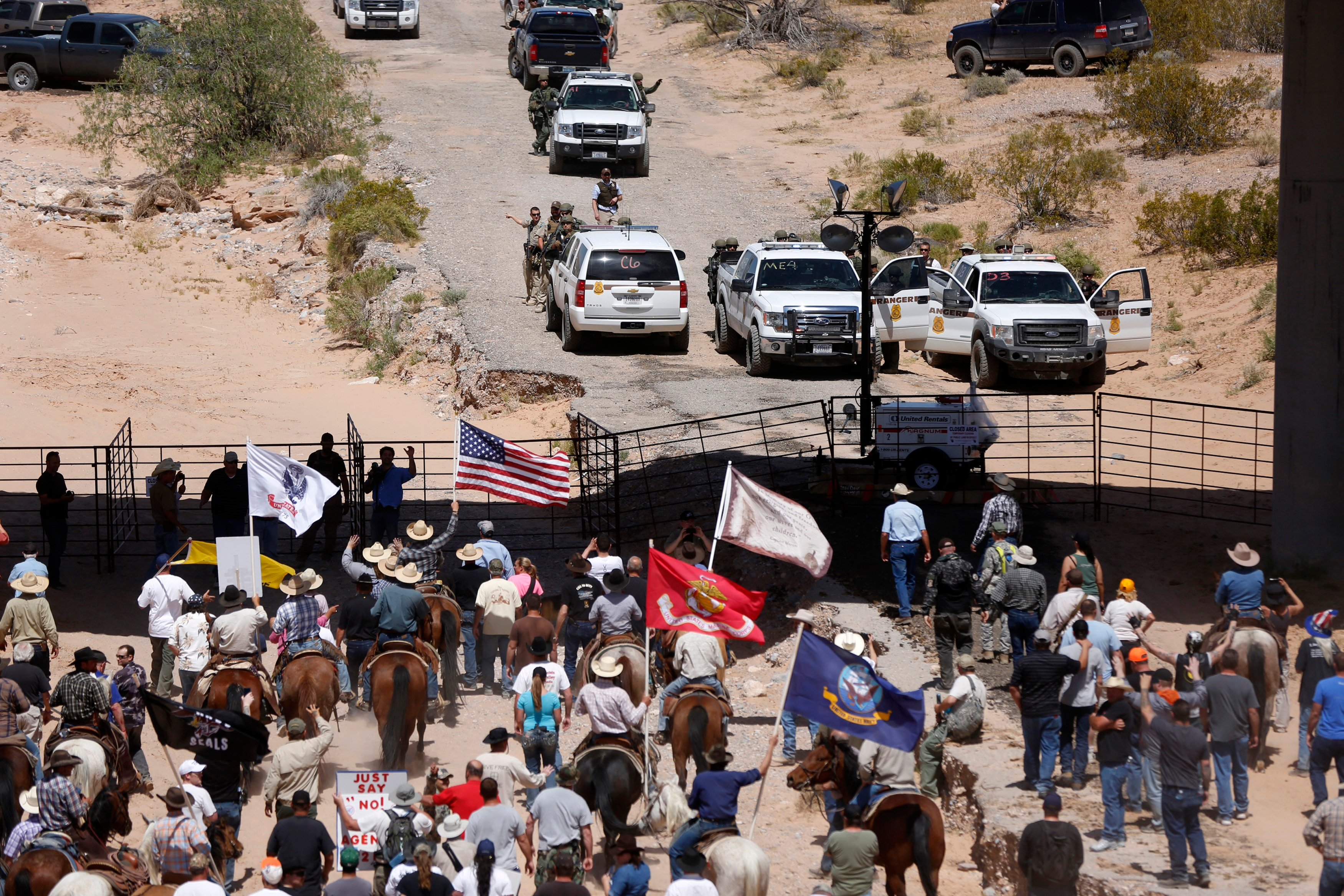 Protesters gather at the Bureau of Land Management's base camp, where cattle that were seized from rancher Cliven Bundy are being held, near Bunkerville, Nevada April 12, 2014. REUTERS/Jim Urquhart
