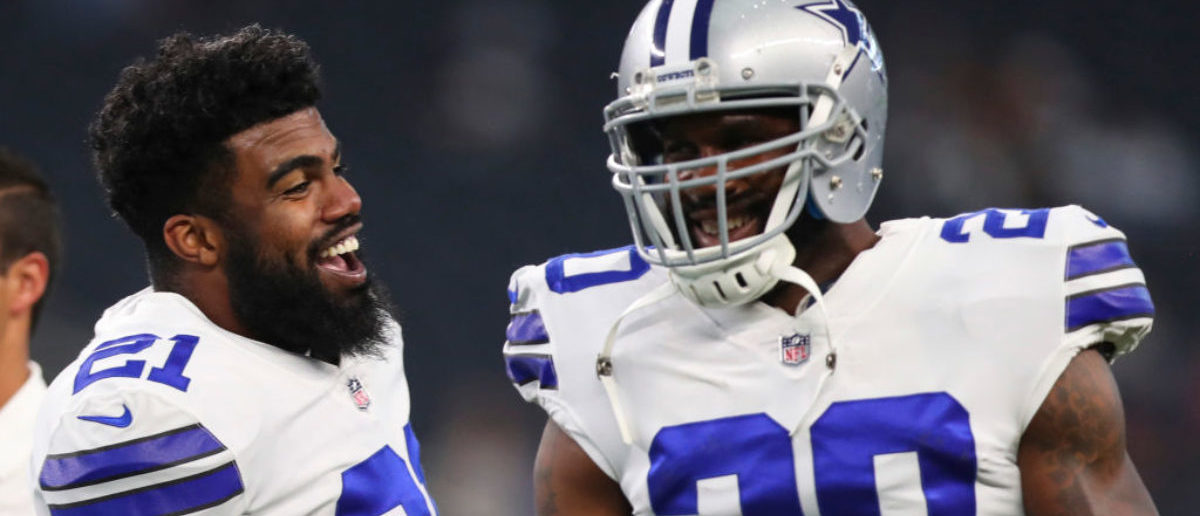 ARLINGTON, TX - AUGUST 19: Ezekiel Elliott #21 of the Dallas Cowboys jokes with Darren McFadden #20 of the Dallas Cowboys before the preseason game against the Indianapolis Colts at AT&T Stadium on August 19, 2017 in Arlington, Texas. (Photo by Tom Pennington/Getty Images)
