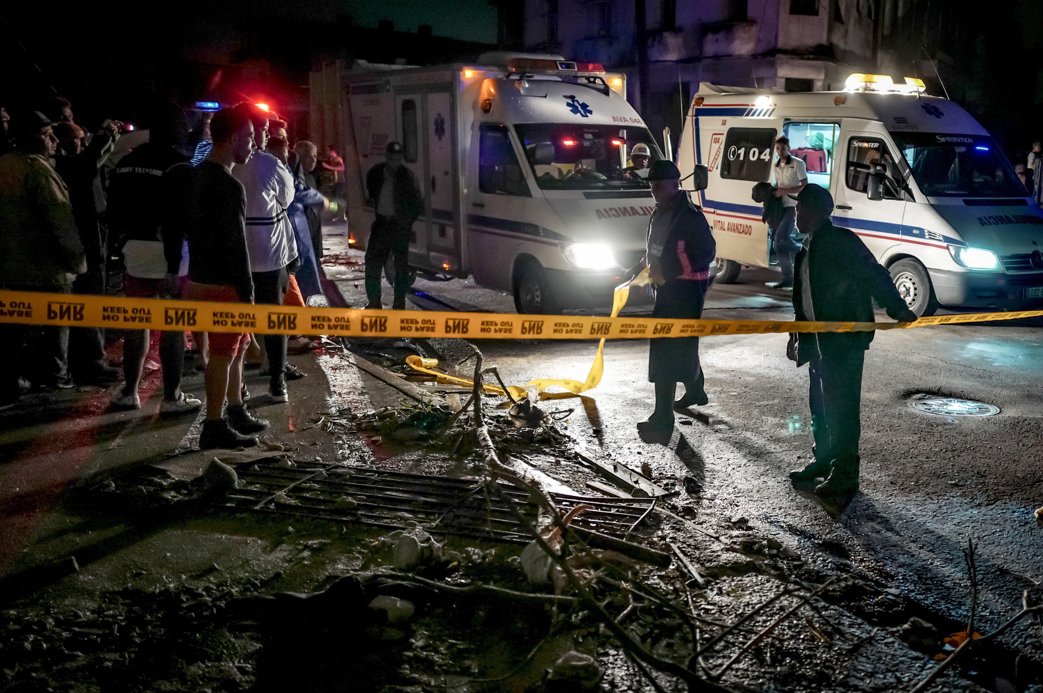 Cuban police cordon off a street in the tornado-hit Luyano neighbourhood in Havana early on January 28, 2019. (ADALBERTO ROQUE/AFP/Getty Images)