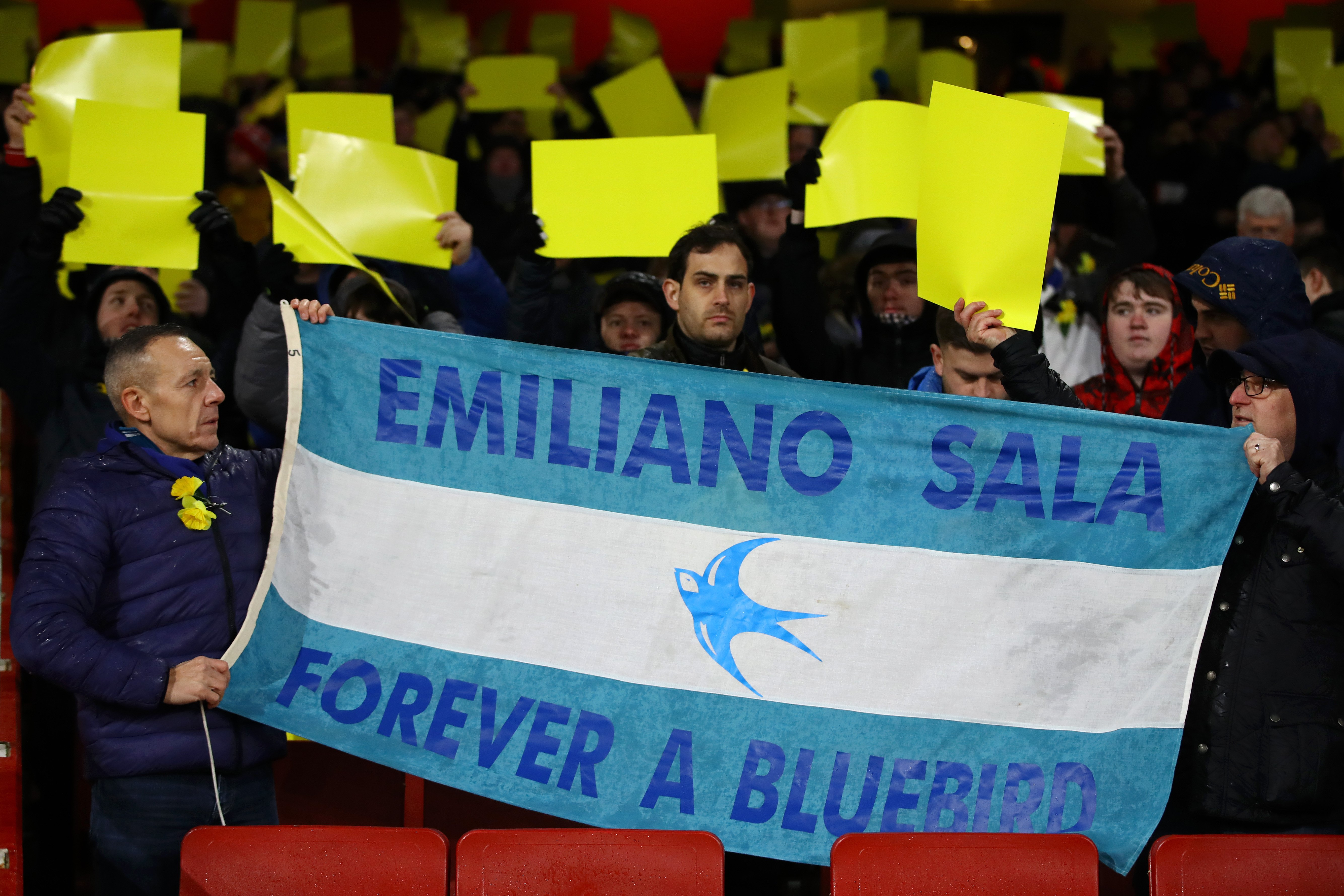 LONDON, ENGLAND - JANUARY 29: Fans pay tribute to Emiliano Sala prior to the Premier League match between Arsenal and Cardiff City at Emirates Stadium on January 29, 2019 in London, United Kingdom. (Photo by Dan Istitene/Getty Images)