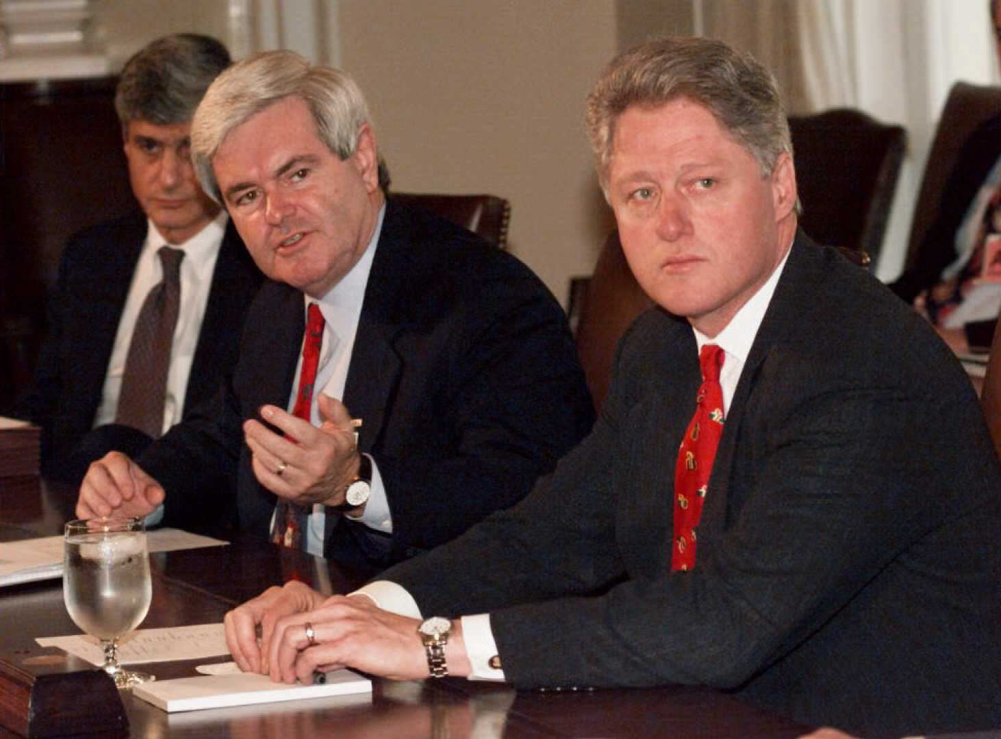 US Speaker of the House Newt Gingrich (L) and US President Bill Clinton (R) begin a bi-partisan meeting on the stalled budget talks at the White House, 22 December. (J. DAVID AKE/AFP/Getty Images)