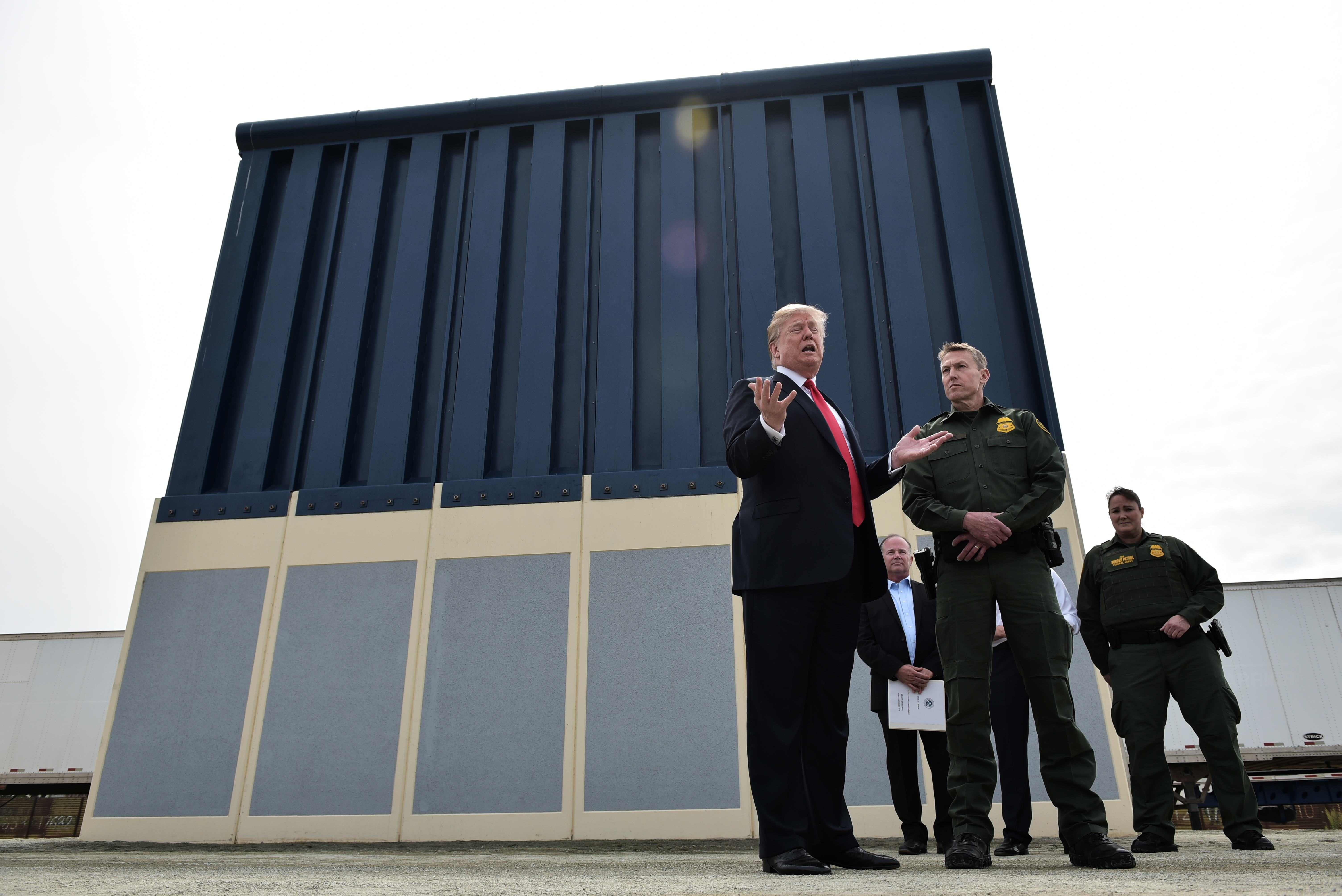 US President Donald Trump speaks during an inspection of border wall prototypes in San Diego, California on March 13, 2018. / AFP PHOTO / MANDEL NGAN