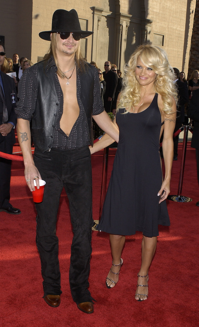 Kid Rock (L) and girlfriend Pamela Anderson arrive at the 31st annual American Music Awards in Los Angeles, November 16, 2003. Rock is performing during the telecast. REUTERS/Jim Ruymen