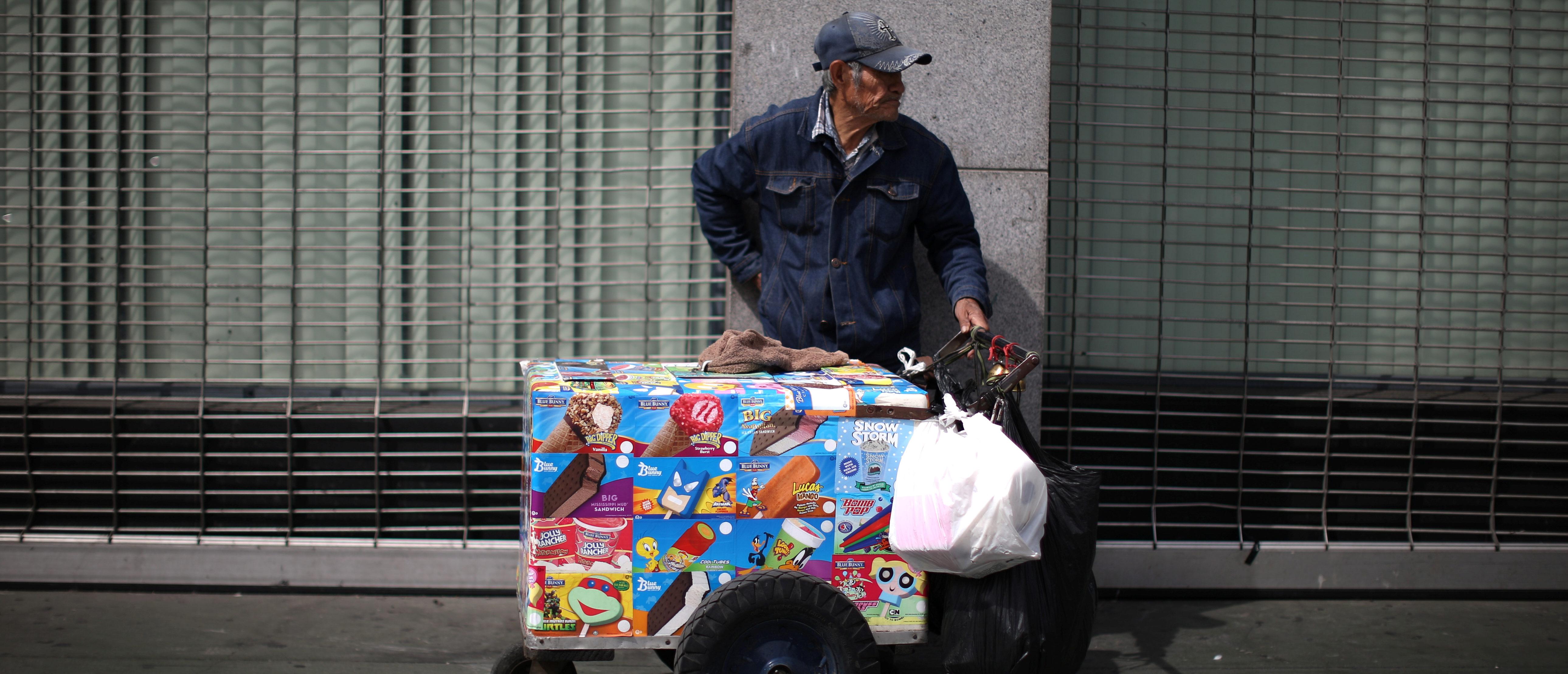 A street vendor sells ice cream in Los Angeles, California, U.S., March 10, 2017. REUTERS/Lucy Nicholson