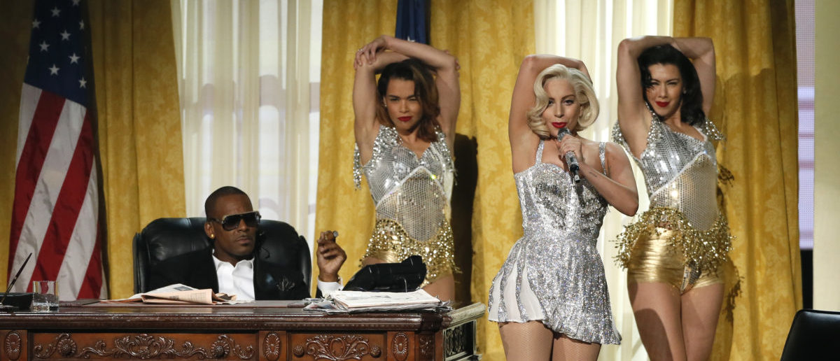 """Lady Gaga (2nd from R) and R. Kelly perform """"Do What You Want"""" at the 41st American Music Awards in Los Angeles, California November 24, 2013. REUTERS/Lucy Nicholson"""