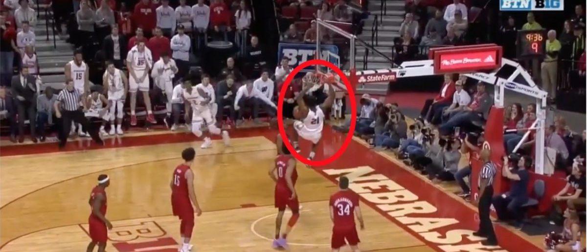 Wisconsin vs. Nebraska highlights (Credit: Screenshot/YouTube https://www.youtube.com/watch?v=rIxtRHQf_JU)