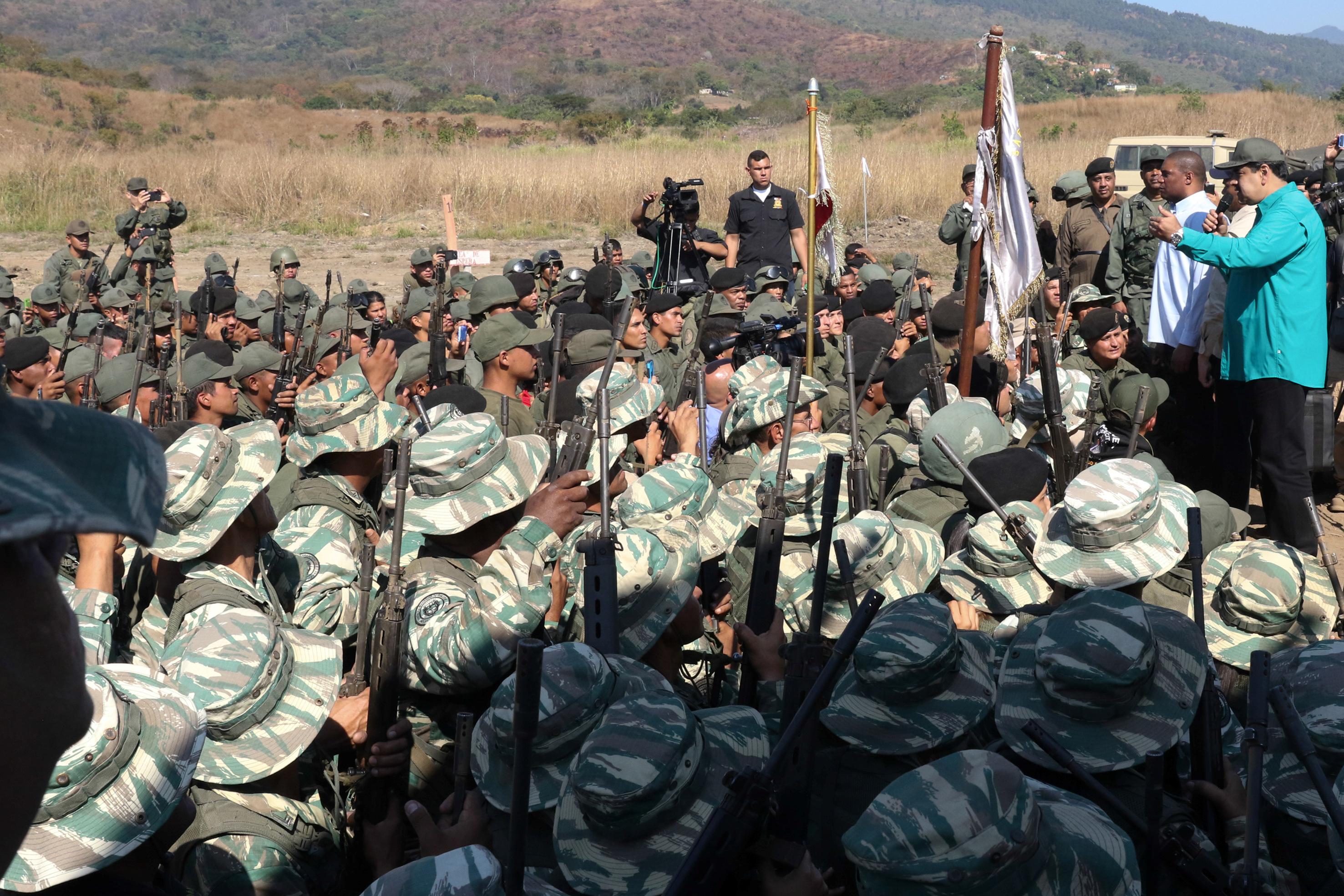 Venezuela's President Nicolas Maduro speaks to soldiers during a military exercise in Valencia, Venezuela January 27, 2019. Miraflores Palace/Handout via REUTERS