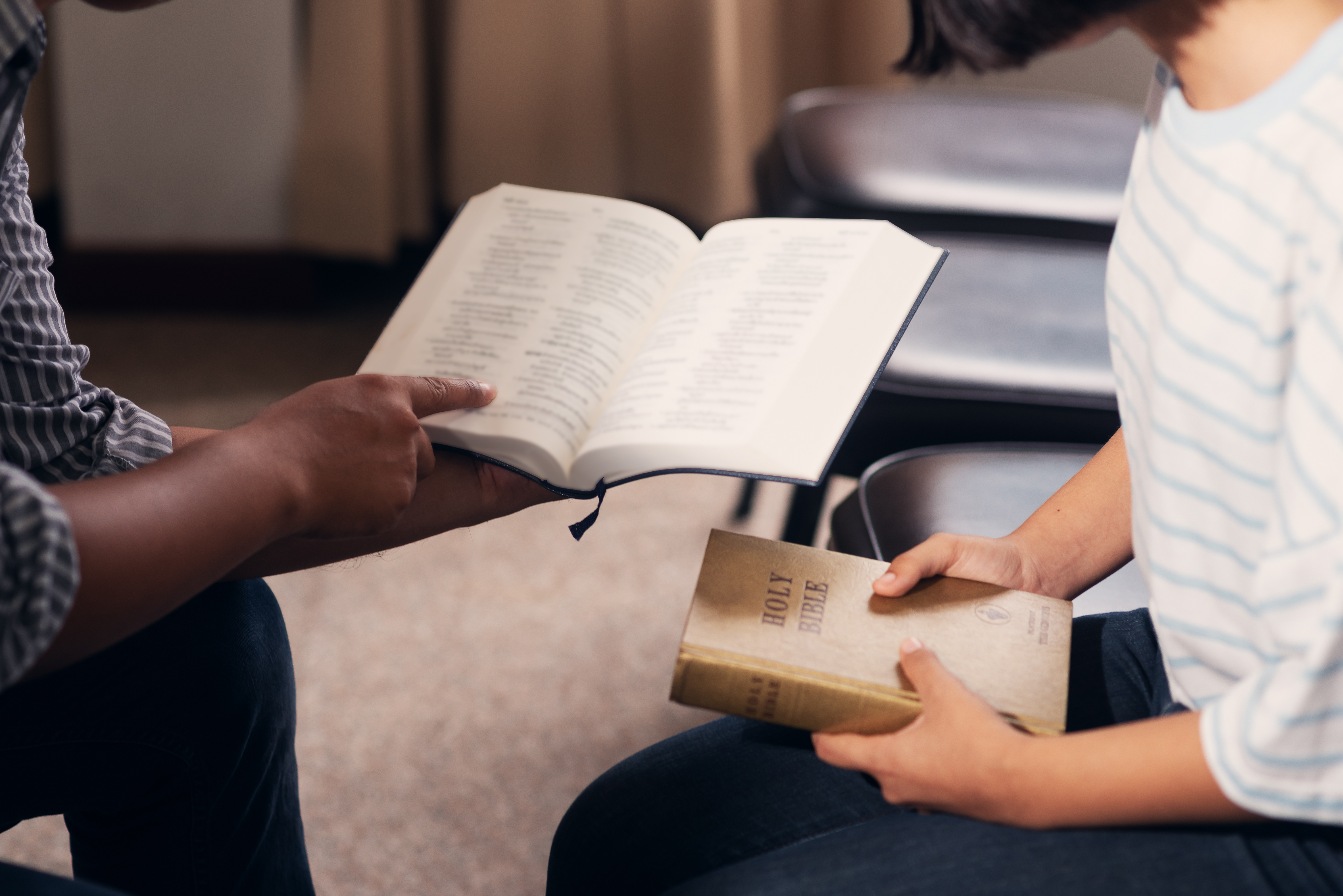 Students studying the Bible (Shutterstock/ palidachan)