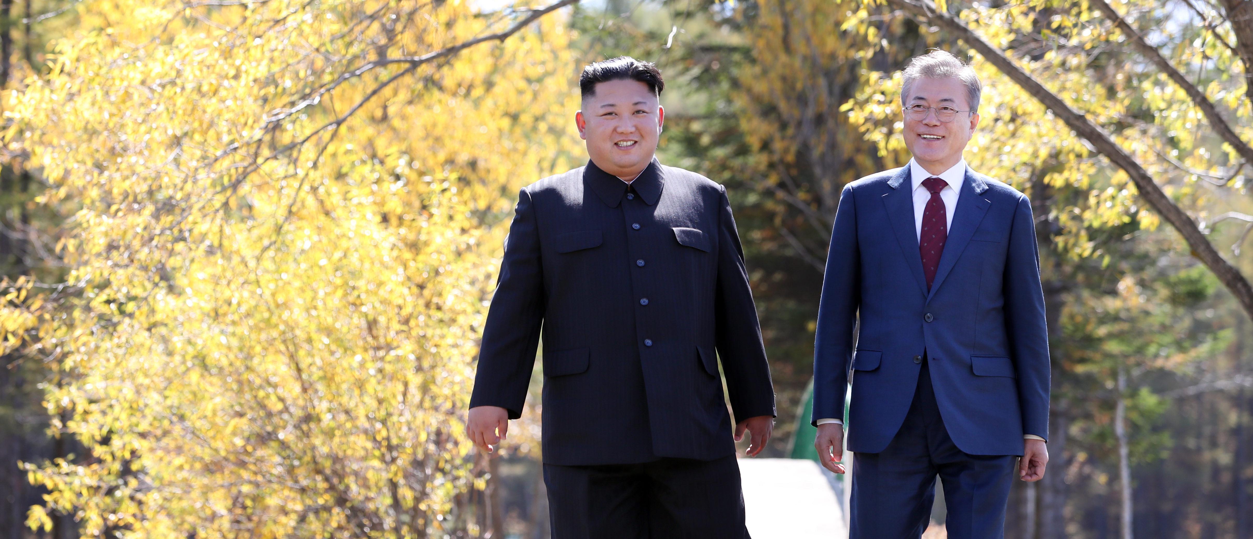 SAMJIYON, NORTH KOREA - SEPTEMBER 20: North Korea's leader Kim Jong Un (L) and South Korean President Moon Jae-in (R) walk together during a visit to Samjiyon guesthouse on September 20, 2018 in Samjiyon, North Korea. (Pyeongyang Press Corps/Pool/Getty Images)