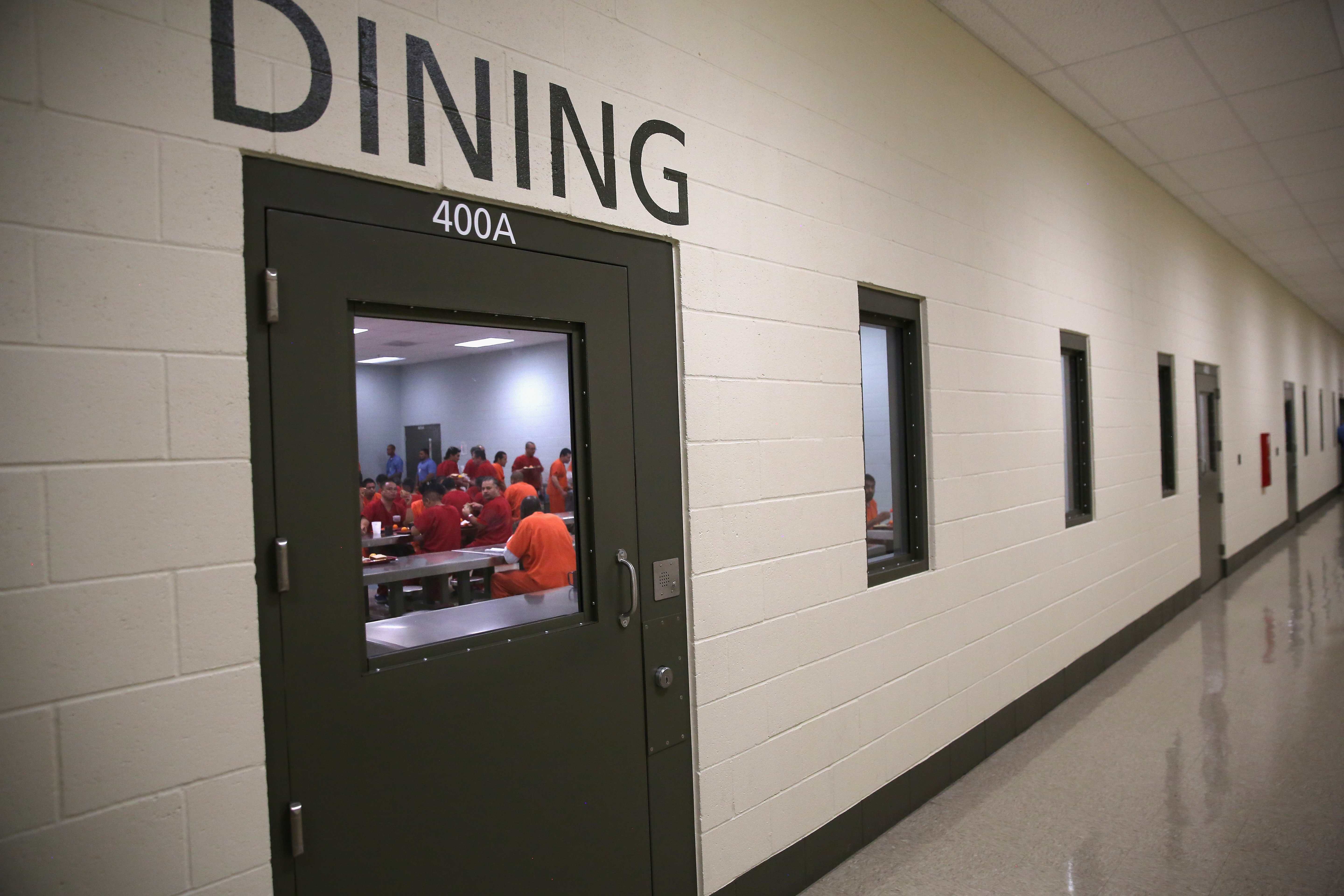 Immigrant detainees eat lunch, one of three meals a day, at the Adelanto Detention Facility on November 15, 2013 in Adelanto, California. (Photo by John Moore/Getty Images)