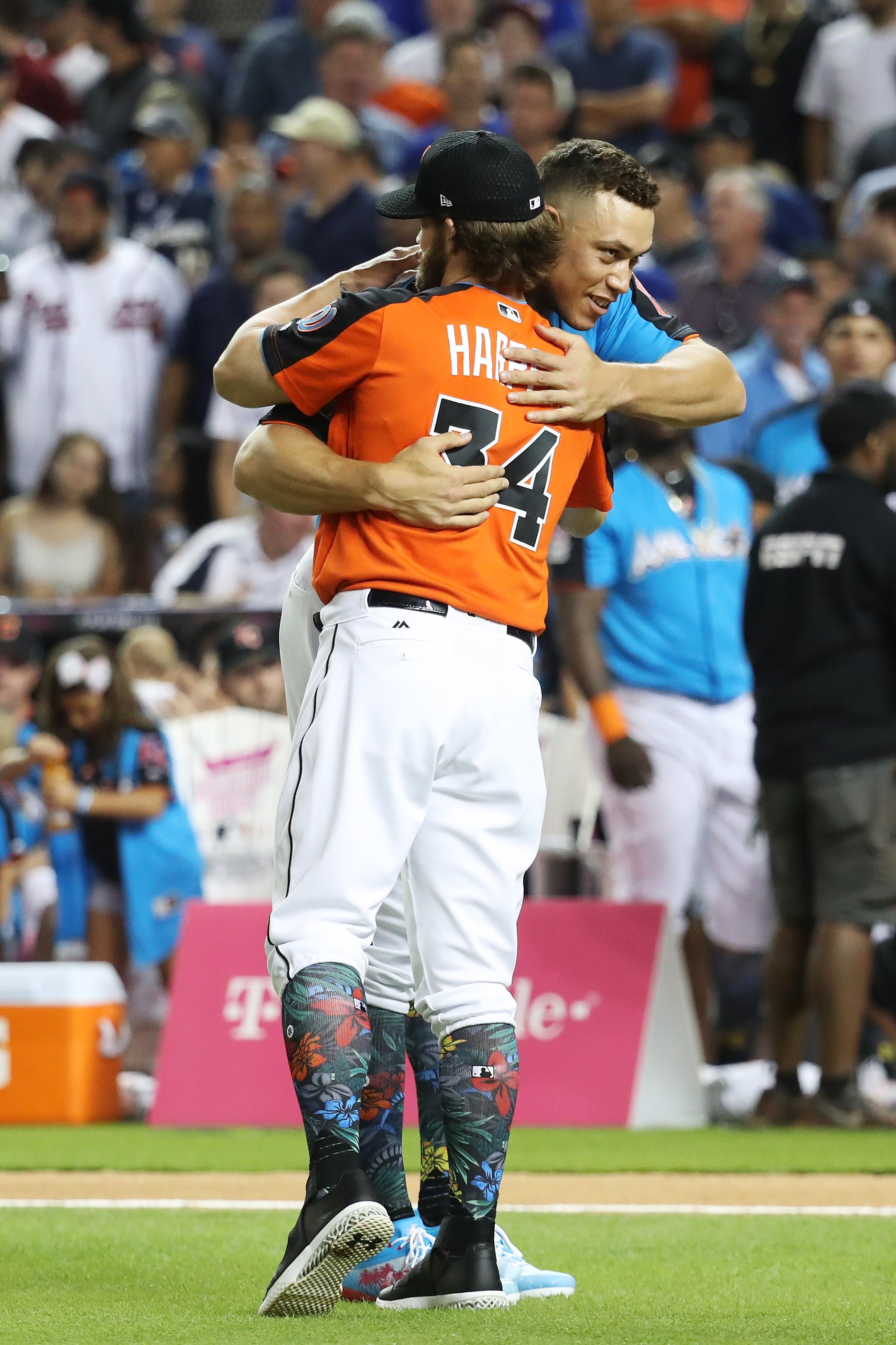 MIAMI, FL - JULY 10: Aaron Judge #99 of the New York Yankees hugs Bryce Harper #34 of the Washington Nationals and the National League in the T-Mobile Home Run Derby at Marlins Park on July 10, 2017 in Miami, Florida. (Photo by Rob Carr/Getty Images)