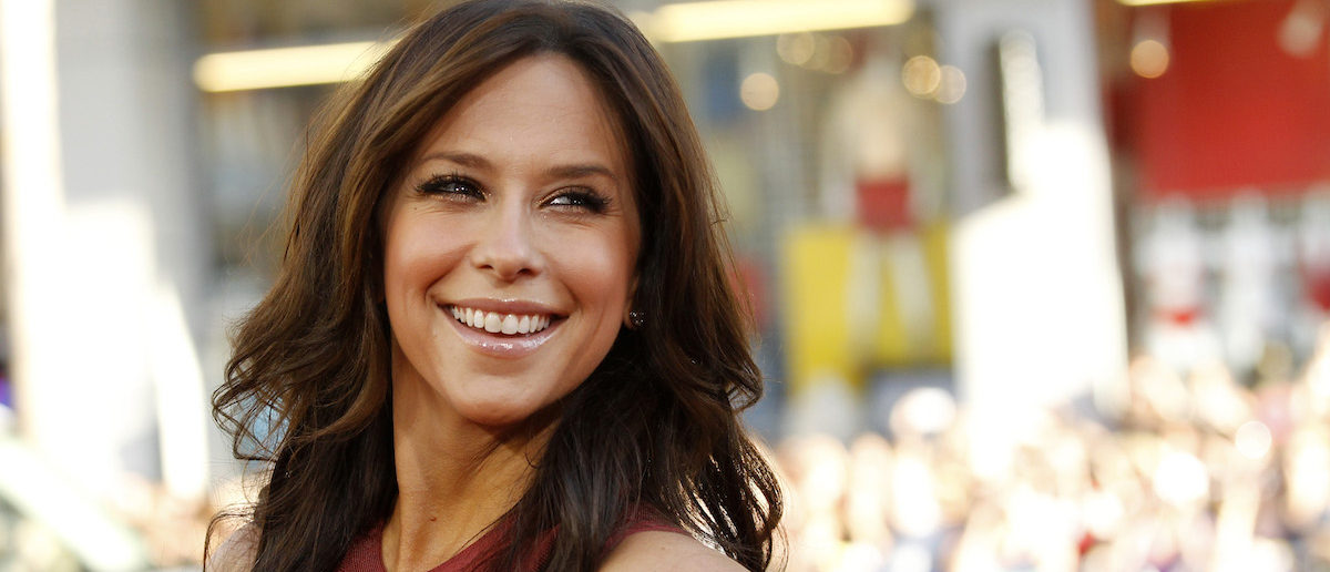 """Actress Jennifer Love Hewitt poses at the premiere of """"Horrible Bosses"""" at the Grauman's Chinese theatre in Hollywood, California June 30, 2011. The movie opens in the U.S. on July 8. REUTERS/Mario Anzuoni"""