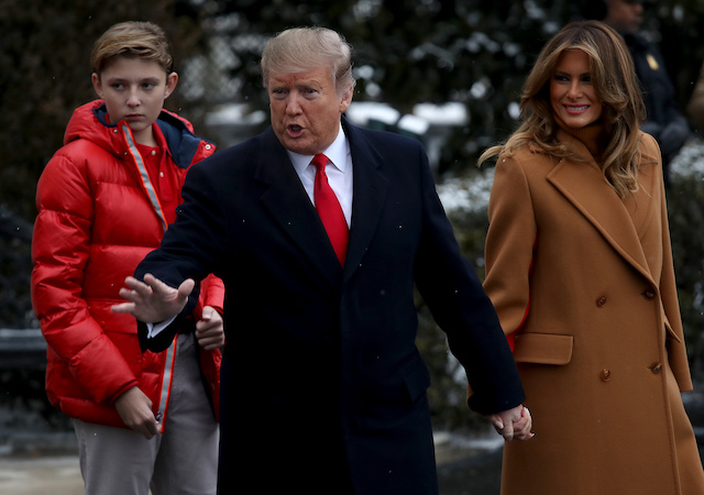 U.S. President Donald Trump (C) departs the White House with first lady Melania Trump (R) and their son, Barron (L), February 01, 2019 in Washington, DC. Trump is scheduled to travel to his home in Florida this weekend. (Photo by Win McNamee/Getty Images)