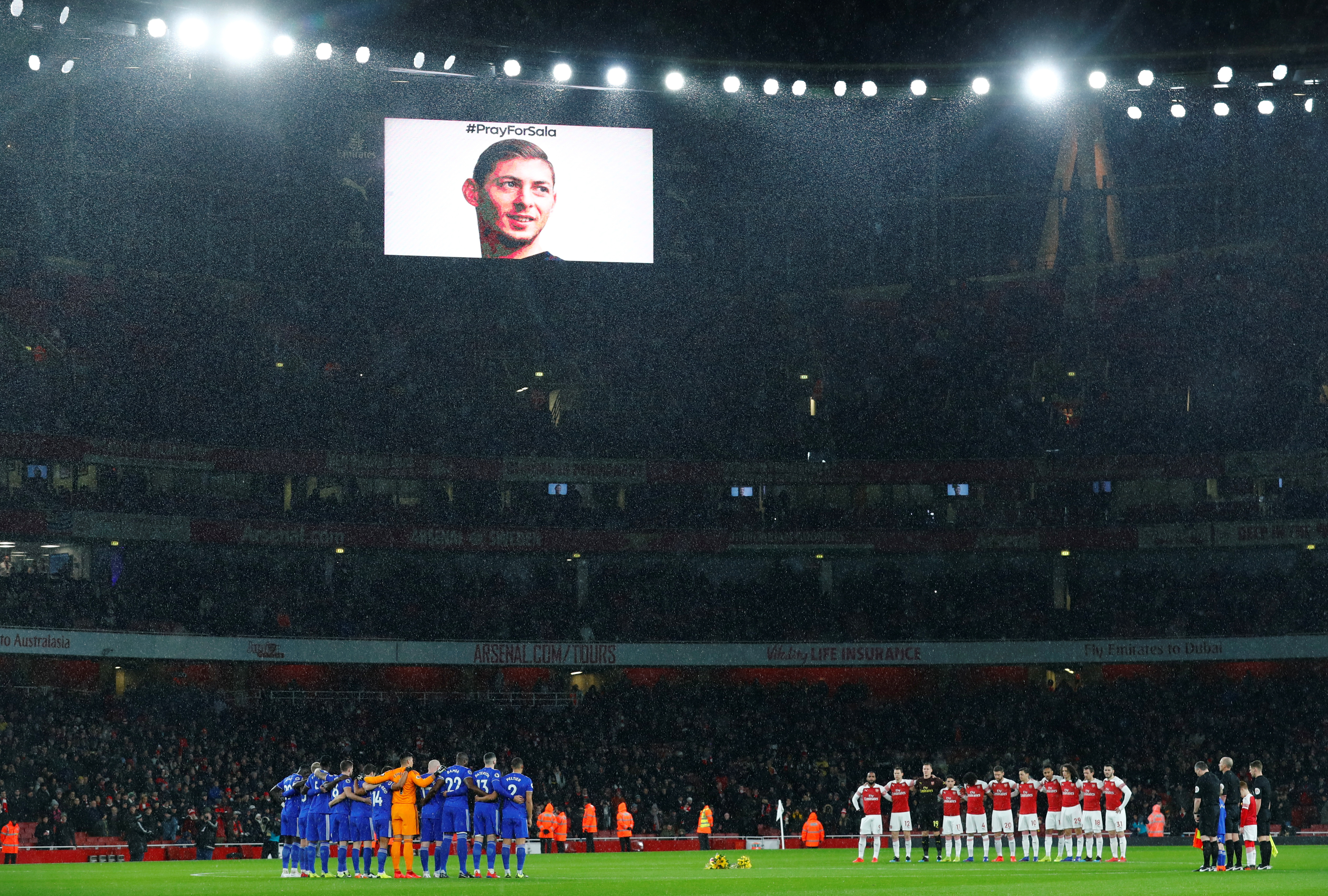 Soccer Football - Premier League - Arsenal v Cardiff City - Emirates Stadium, London, Britain - January 29, 2019 General view during a minute's silence as a tribute to Emiliano Sala before the match (REUTERS/Eddie Keogh)