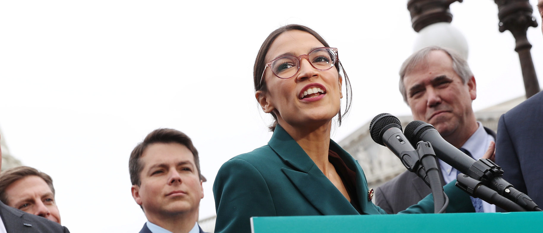 """U.S. Representative Alexandria Ocasio-Cortez (D-NY) and Senator Ed Markey (D-MA) hold a news conference for their proposed """"Green New Deal"""" to achieve net-zero greenhouse gas emissions in 10 years, at the U.S. Capitol in Washington, U.S. February 7, 2019. REUTERS/Jonathan Ernst."""