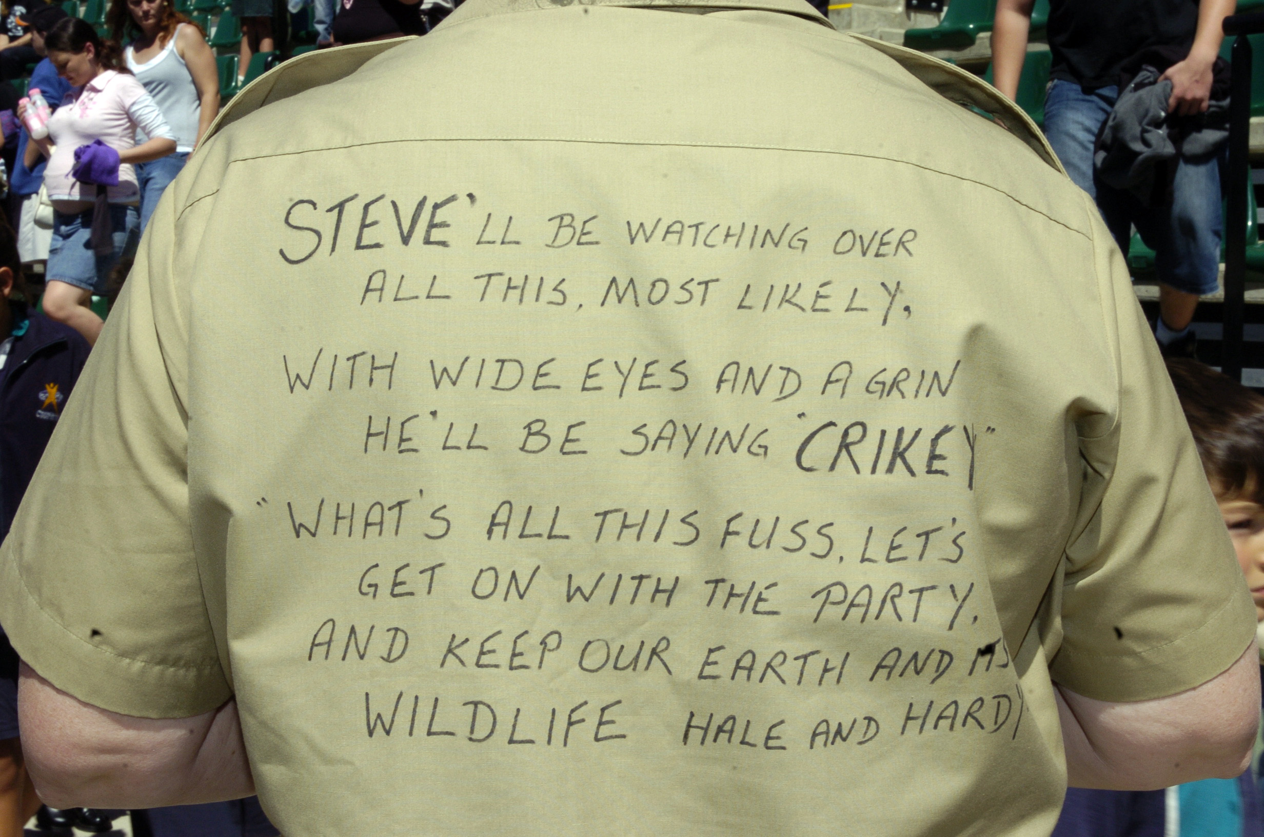 "A poem written on the back of a khaki shirt is seen during a memorial service for ""Crocodile Hunter"" Steve Irwin at Australia Zoo in Beerwah September 20, 2006. REUTERS/Dave Hunt/Pool"