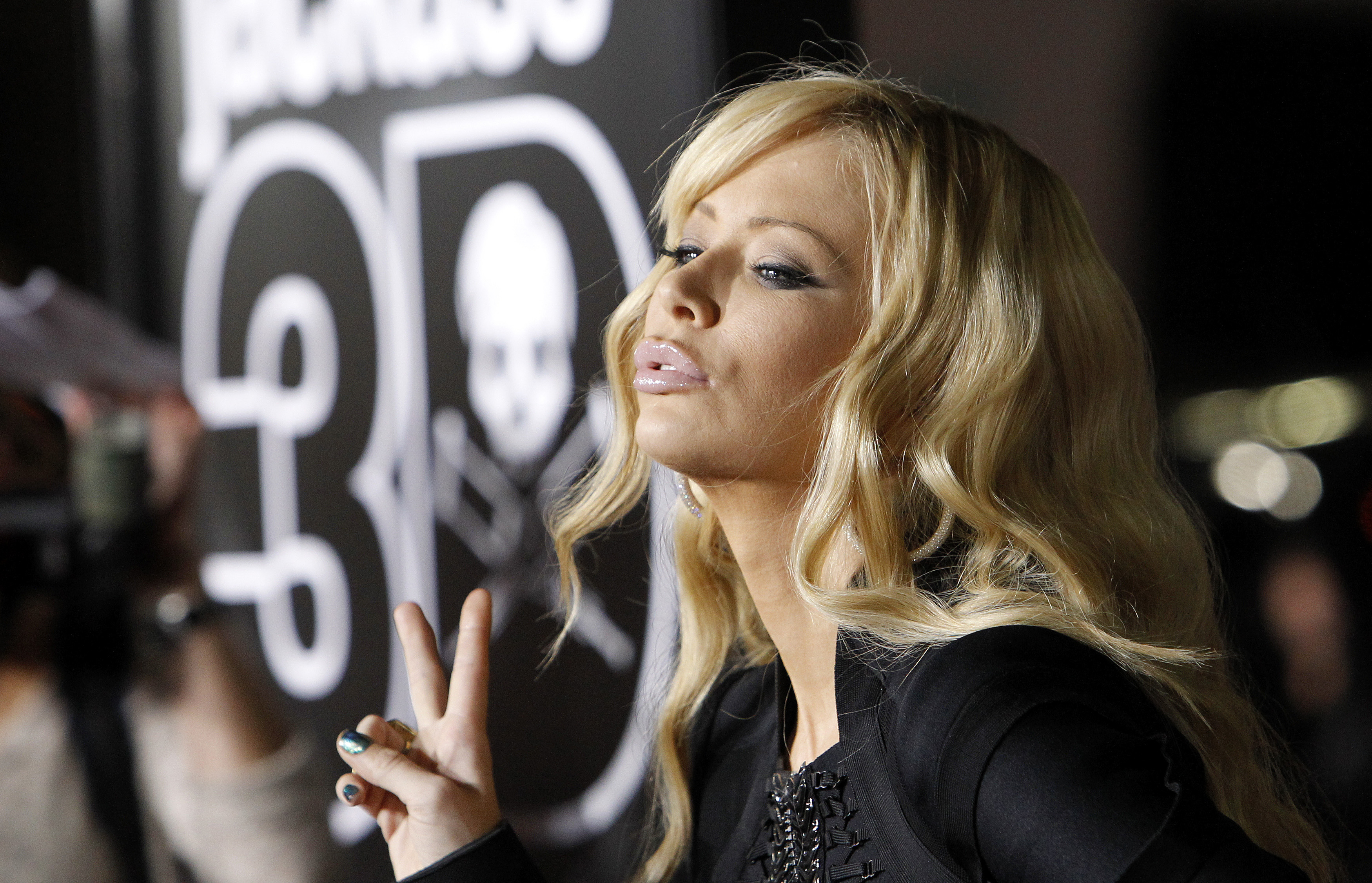 "Actress Jenna Jameson poses at the premiere of ""Jackass 3D"" at Grauman's Chinese theatre in Hollywood, California October 13, 2010. The movie opens in the U.S. on October 15. REUTERS/Mario Anzuoni"