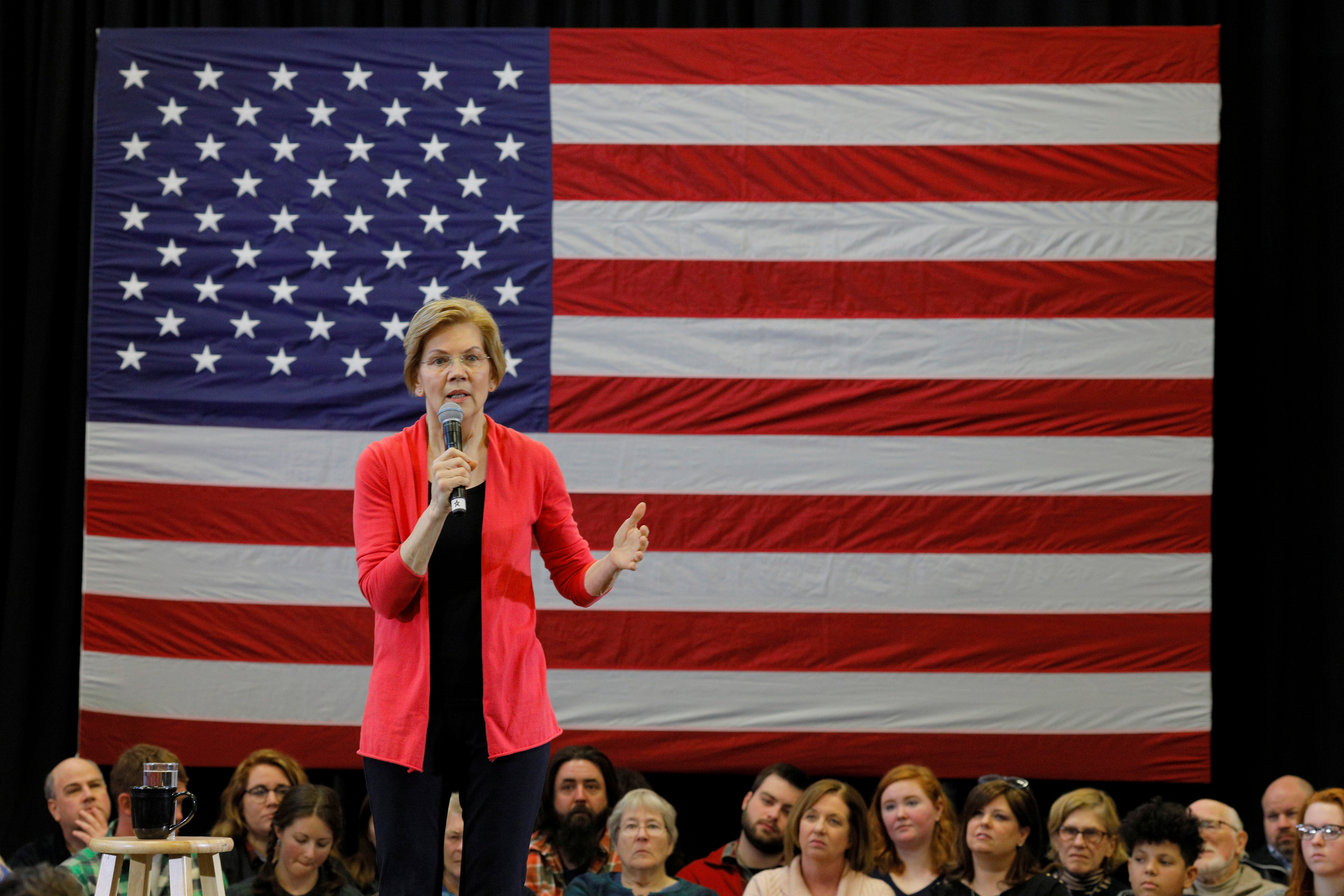 2020 Democratic presidential candidate U.S. Senator Elizabeth Warren (D-MA) speaks at an Organizing Event in Manchester, New Hampshire, U.S., January 12, 2019. REUTERS/Brian Snyder/File Photo