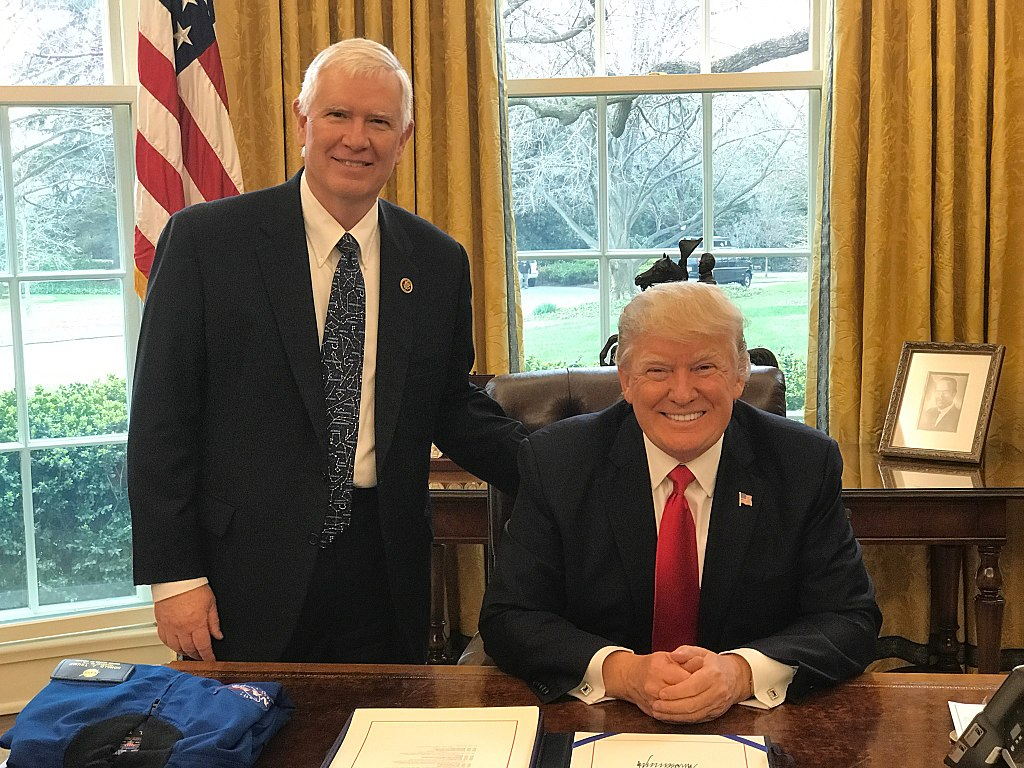 Rep. Mo Brooks meets with President Donald Trump at the NASA authorization bill signing/ Creative Commons