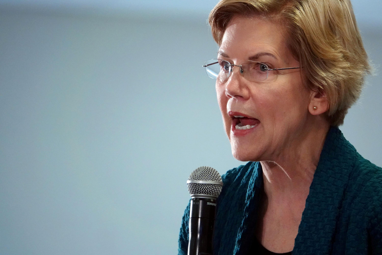 FILE PHOTO: Democratic 2020 U.S. presidential candidate and U.S. Senator Elizabeth Warren (D-MA) speaks to supporters in Memphis