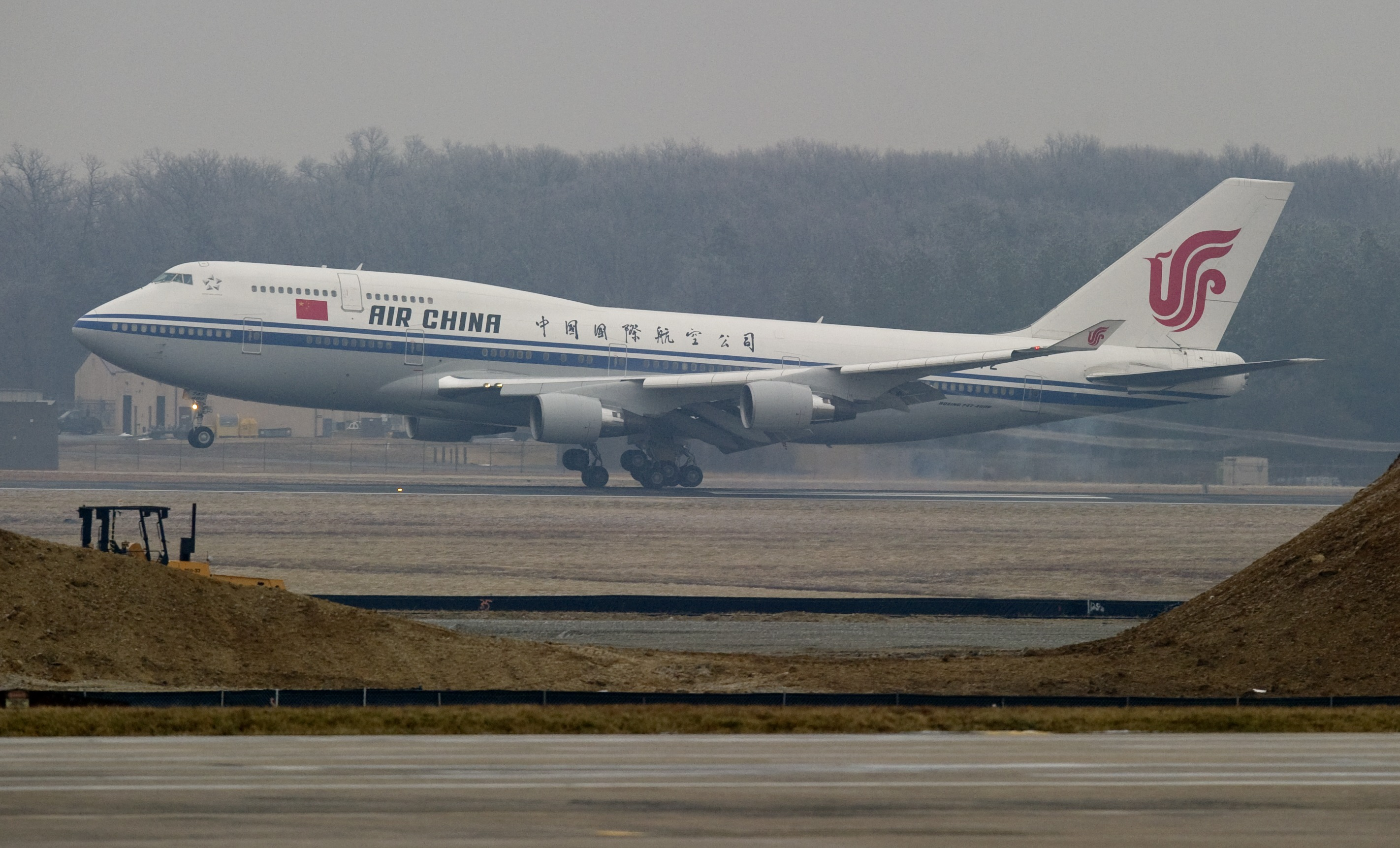 An Air China Boeing 747 with Chinese President Hu Jintao aboard lands at Andrews Air Force Base in Maryland, January 18, 2011. (SAUL LOEB/AFP/Getty Images)