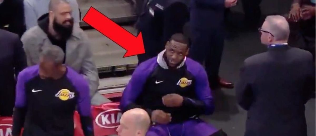 LeBron James' Teammates Sit Away From Him And Ignore Him Against The Knicks