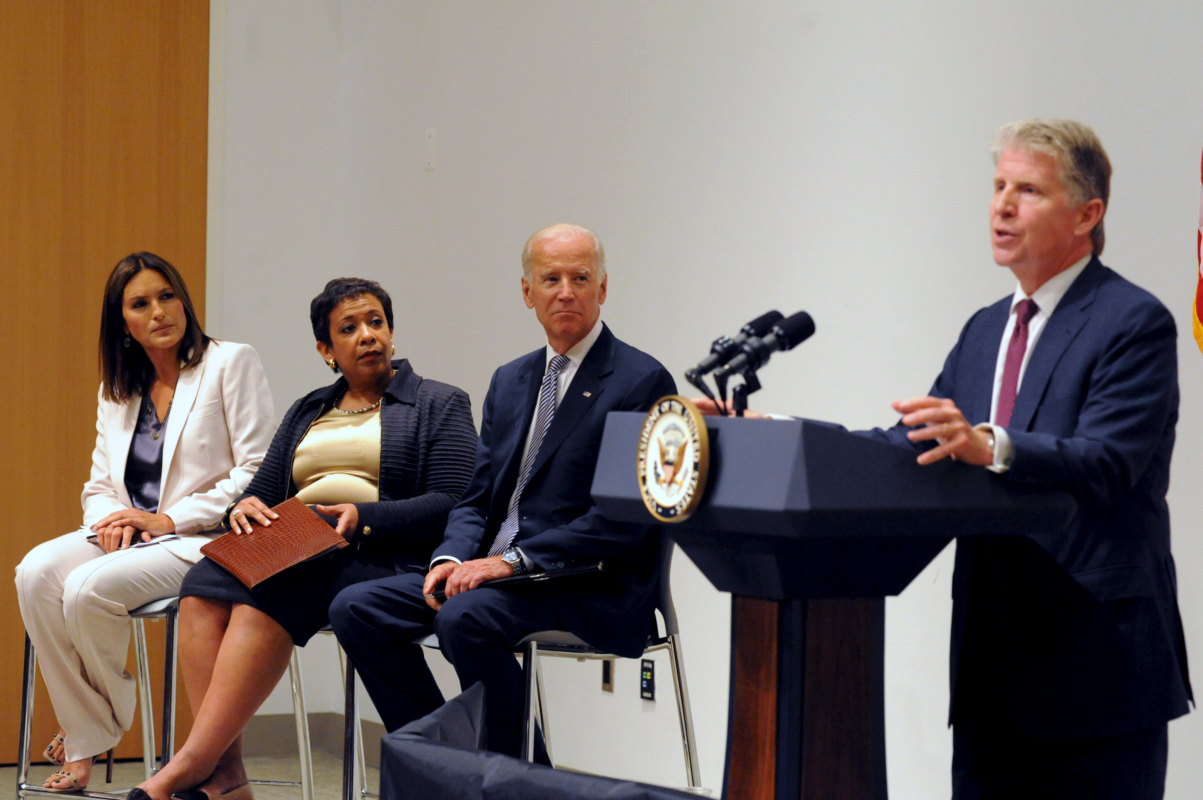 Manhattan District Attorney Cyrus R. Vance (R) speaks at the podium as U.S. Vice President Joe Biden and U.S. Attorney General Loretta B. Lynch look on with actress Mariska Hargitay (L) during an news conference in New York, September 10, 2015. REUTERS/Stephanie Keith