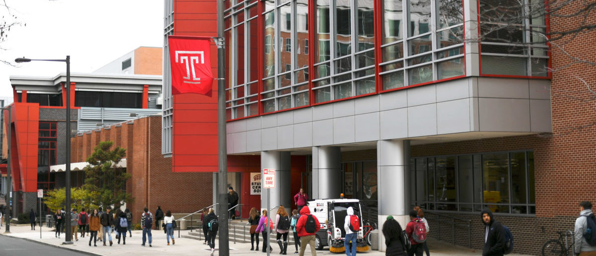 Students walk through the campus of Temple University, which has an enrollment of more than a 38,000 and offers 464 academic degree programs, in Philadelphia, Pennsylvania, U.S. on December 1, 2016. COLLEGE-CHARITIES/ REUTERS/Mark Makela