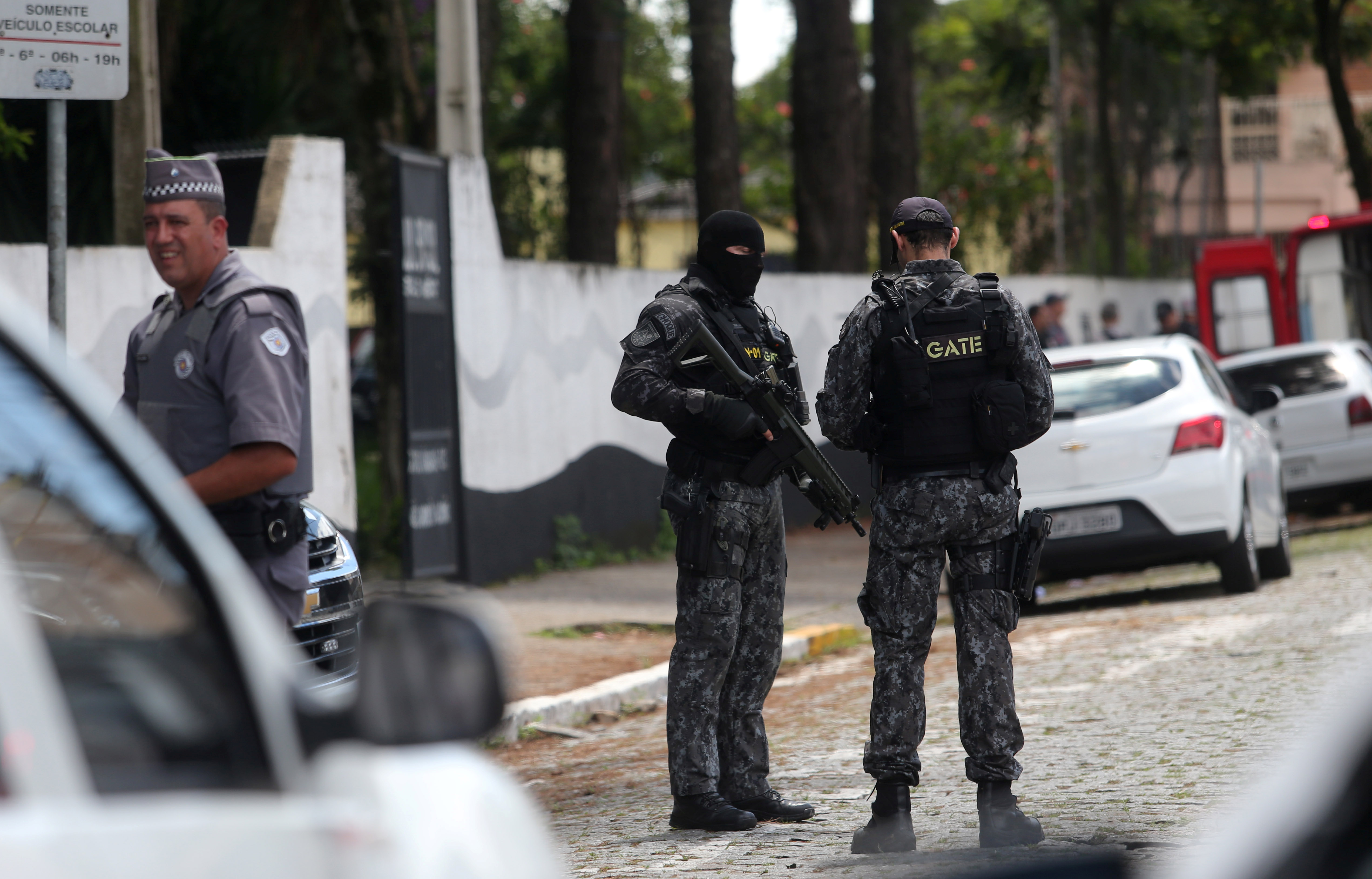 Policemen are seen at the Raul Brasil school after a shooting in Suzano, Sao Paulo state, Brazil March 13, 2019. (REUTERS/Amanda Perobelli)