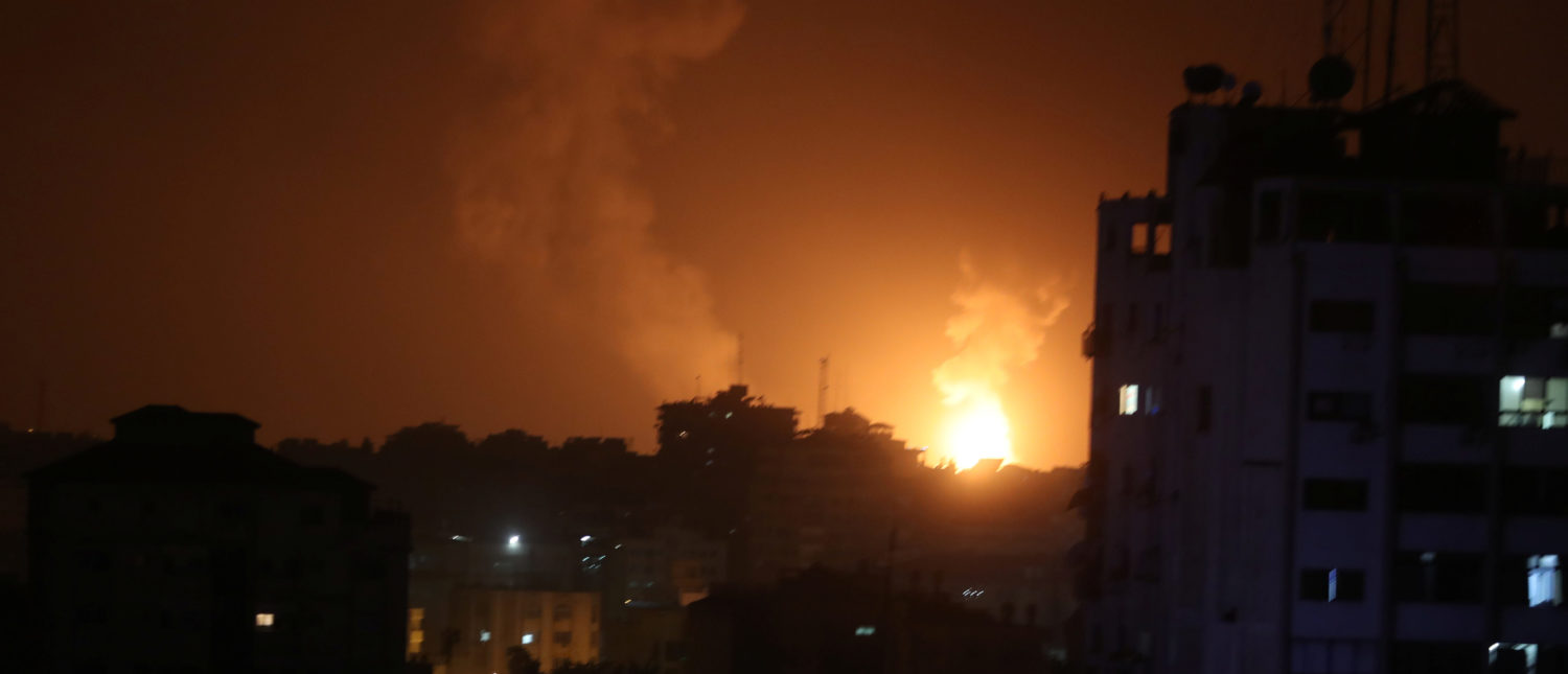 Smoke and flame are seen during an Israeli air strike in Gaza March 15, 2019. REUTERS/Mohammed Salem - RC15564FE180