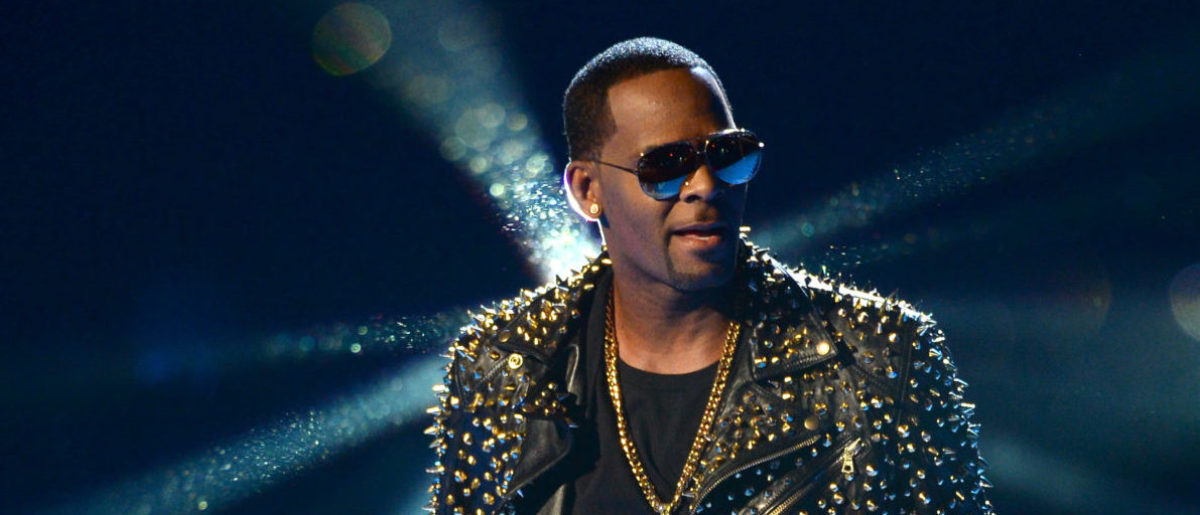 Report: R  Kelly's First Performance Since Serving Time