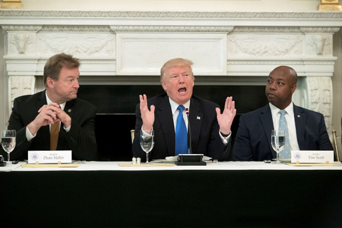 Sen. Dean Heller (R-NV) (L) and Sen. Tim Scott (R-SC) (R). (Photo by Michael Reynolds - Pool/Getty Images)