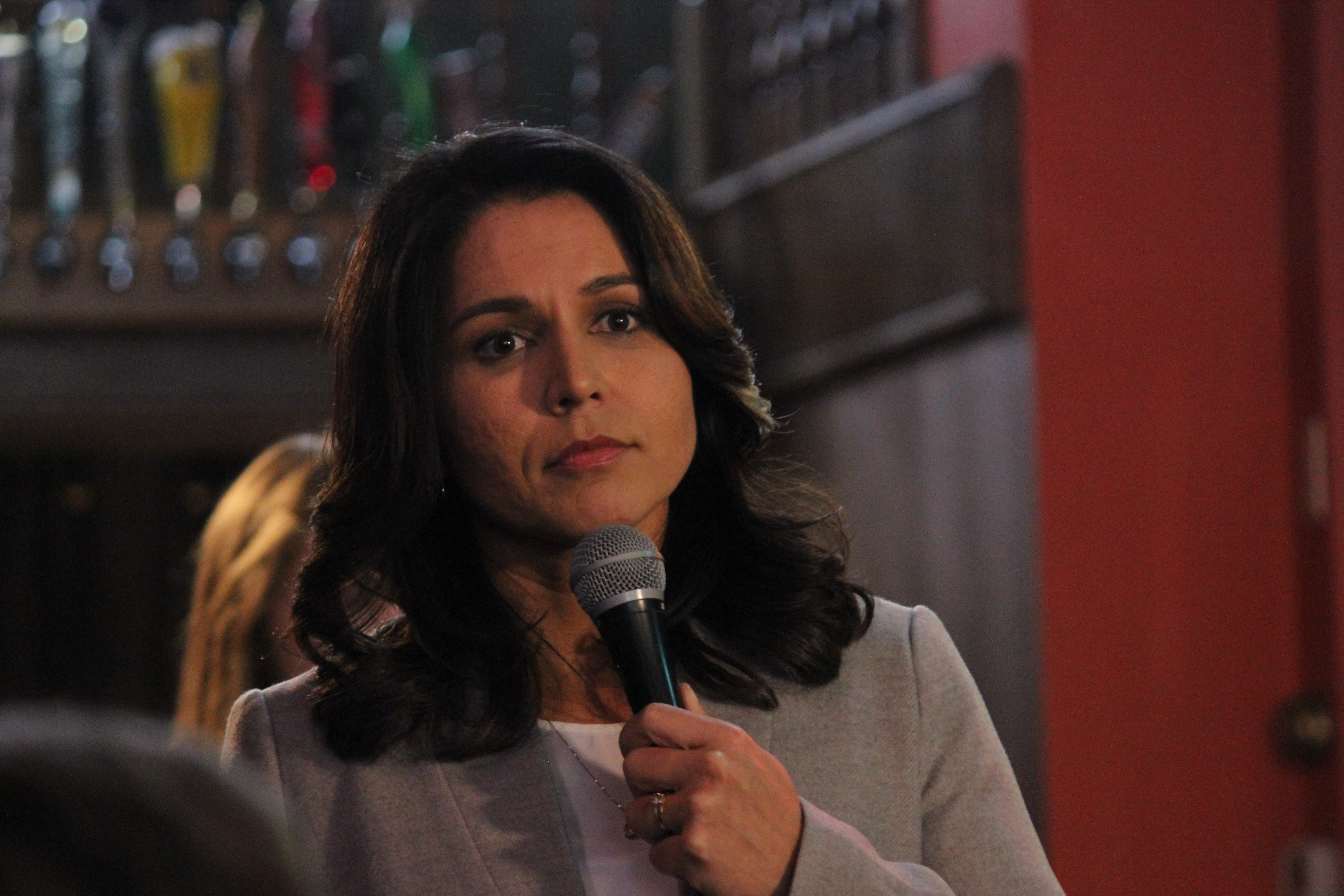 Tulsi Gabbard Speaks To Supports During Campaign Event Matt Johnson Creative Commons