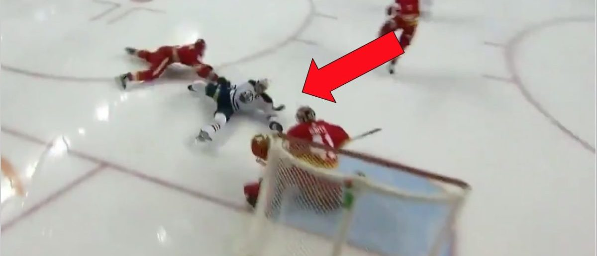 Oilers Star Connor Mcdavid Suffers Scary Knee Injury Against The