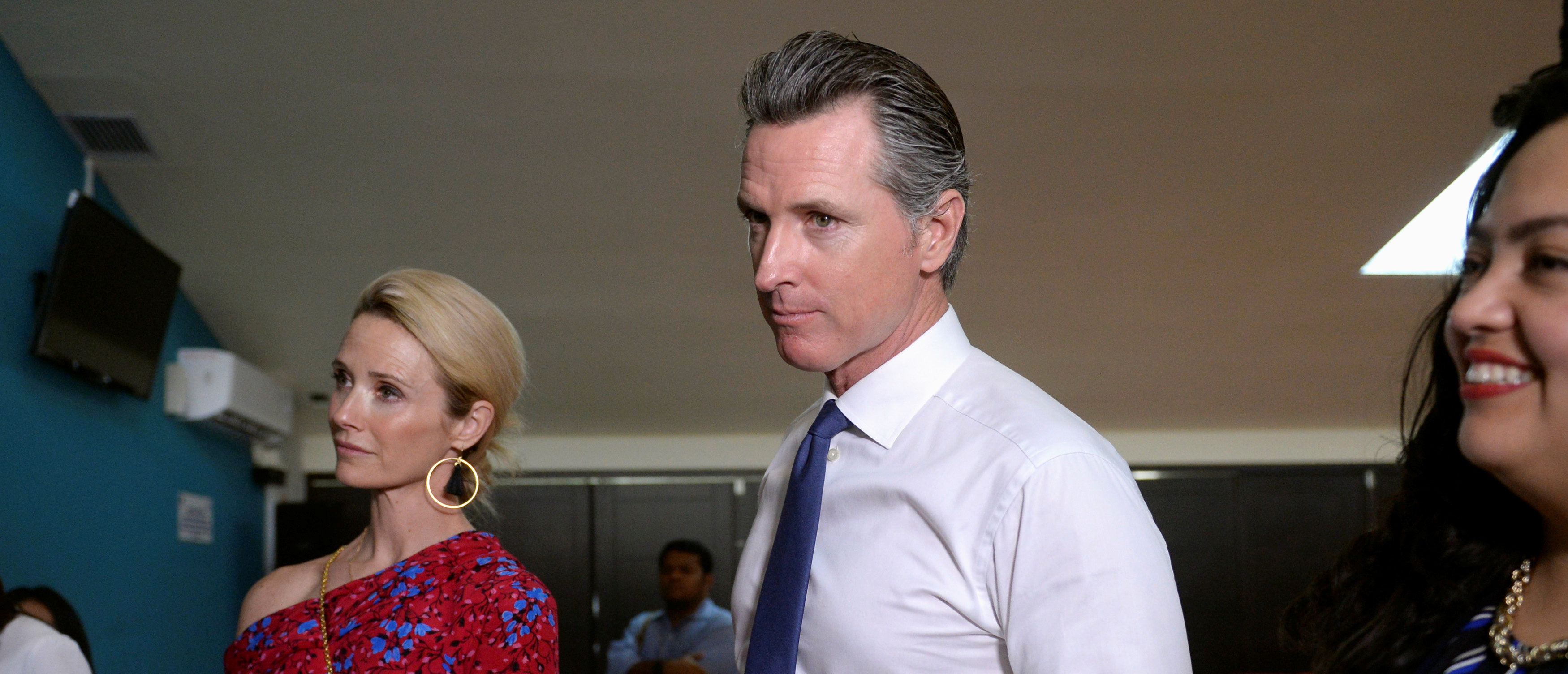 Governor of U.S. state of California Gavin Newsom and his wife Jennifer Siebel Newsom visit the premises of a migrant assistance office in San Salvador, El Salvador April 8, 2019. REUTERS/Jessica Orellana.