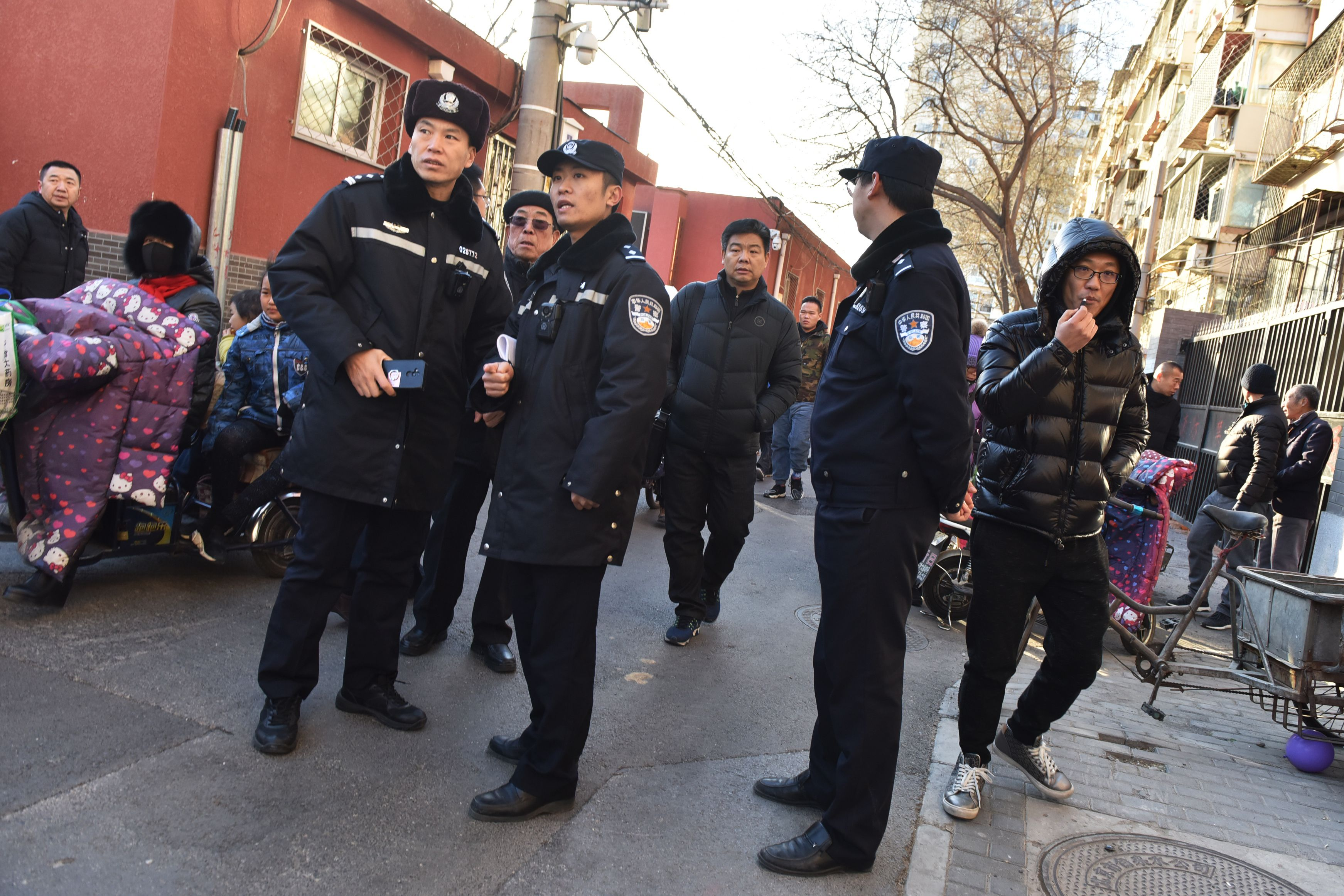 Police stand outside the gate of an elementary school where an attack took place in Beijing on January 8, 2019. (GREG BAKER/AFP/Getty Images)