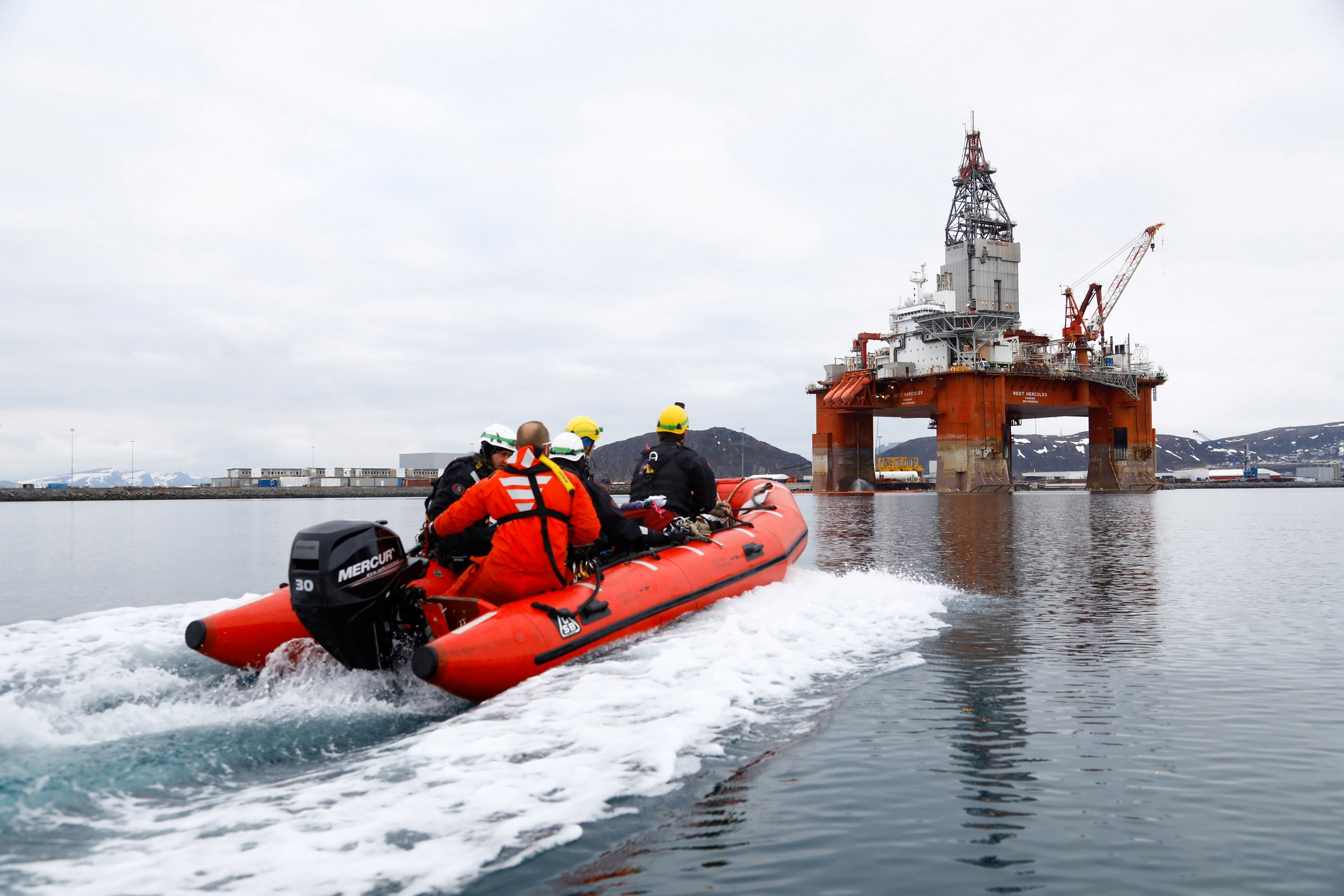 Greenpeace activists approach Equinor oil rig near Hammerfest, Norway, April 29, 2019. Jonne Sippola/Greenpeace/Handout via REUTERS