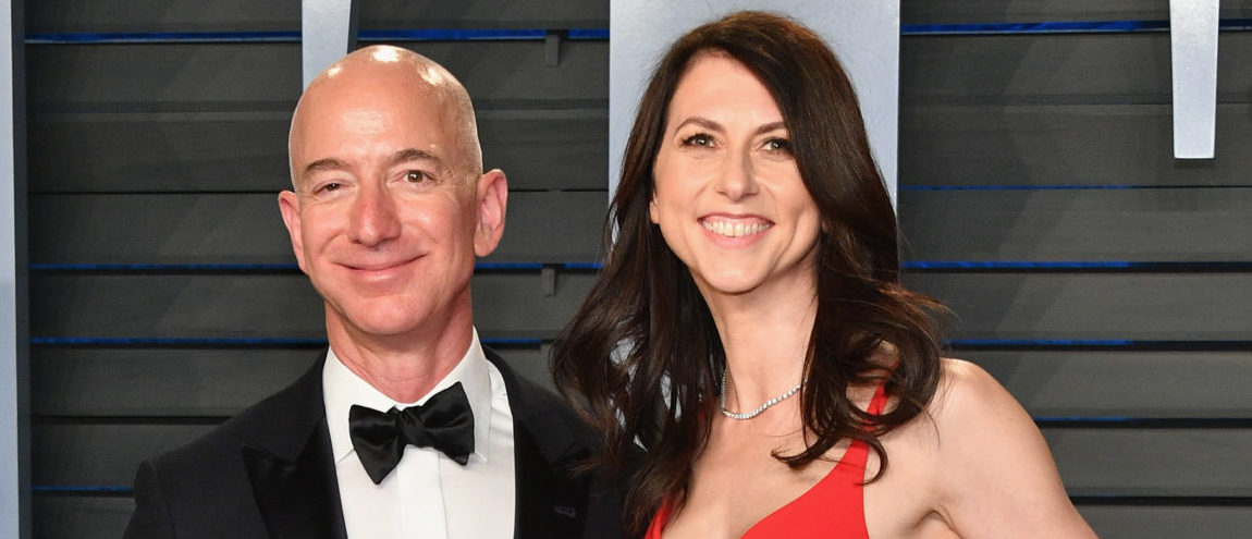 Jeff Bezos (L) and MacKenzie Bezos attend the 2018 Vanity Fair Oscar Party hosted by Radhika Jones at Wallis Annenberg Center for the Performing Arts on March 4, 2018 in Beverly Hills, California. (Photo by Dia Dipasupil/Getty Images)