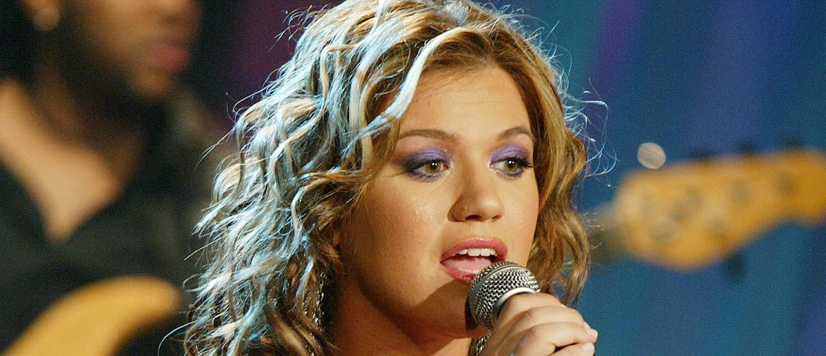 Celebrate Kelly Clarkson's Birthday With Her Hottest Looks
