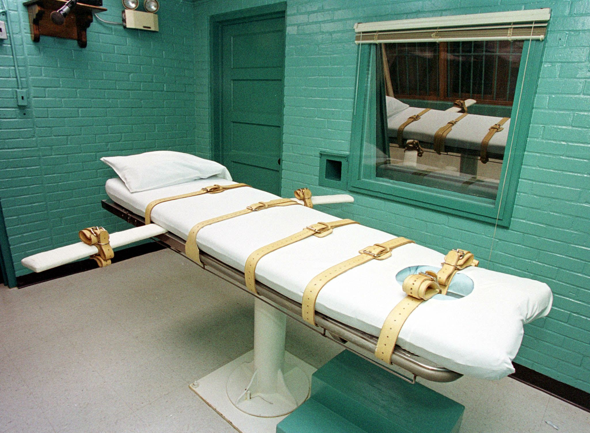 "The ""death chamber"" at the Texas Department of Criminal Justice Huntsville Unit as seen on February 29, 2000. (Paul Buck/AFP/Getty Images)"