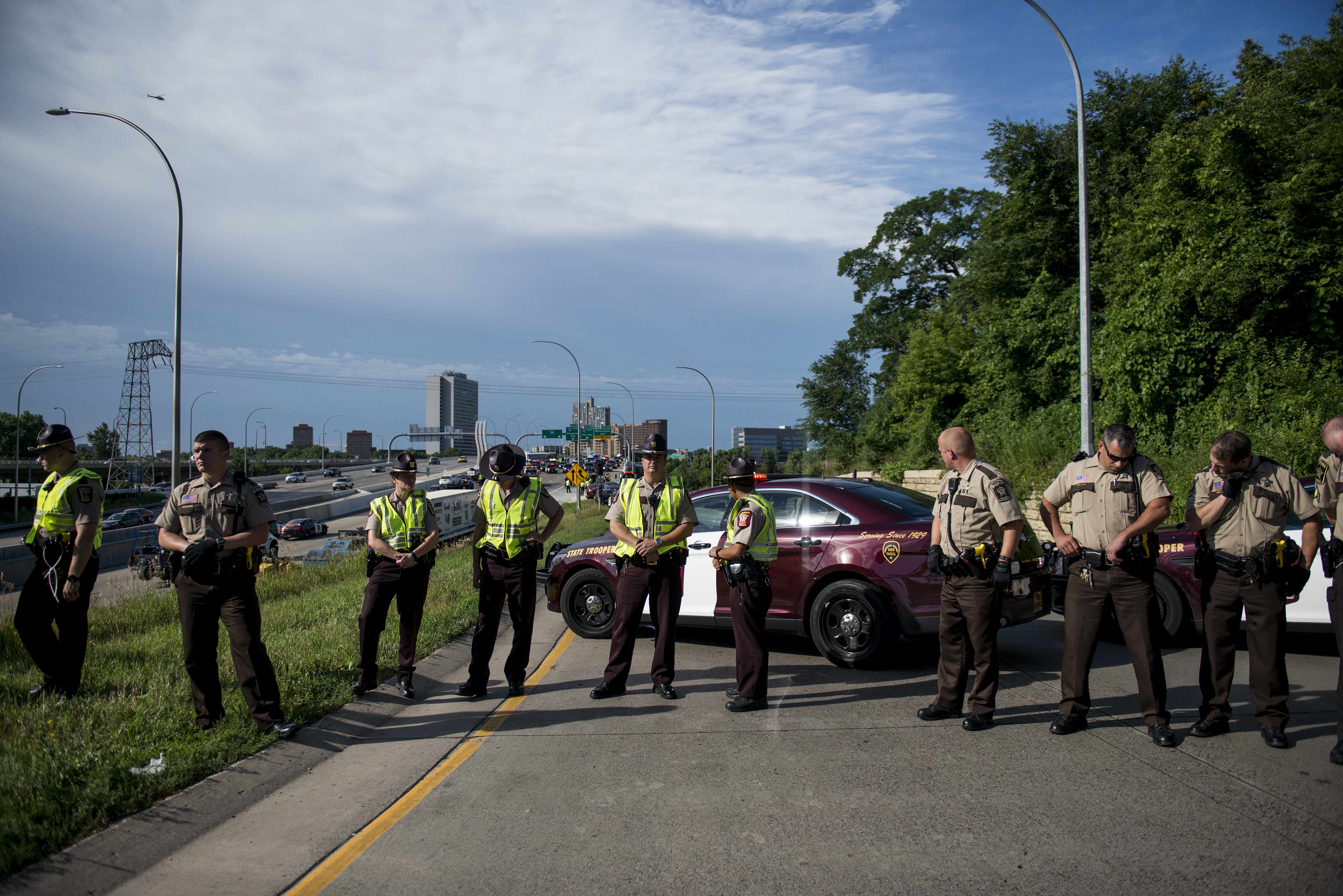 Police officers block traffic from entering highway 35W on July 13, 2016 in Minneapolis, Minnesota. (Photo by Stephen Maturen/Getty Images)