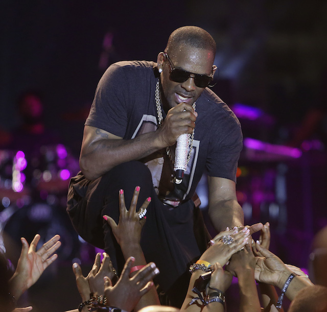 Singer R. Kelly reaches out to fans as he performs during the Red Light Concert series at the Hasely Crawford Stadium in Port-of-Spain, November 2, 2013. Picture taken November 2, 2013. REUTERS/Andrea De Silva