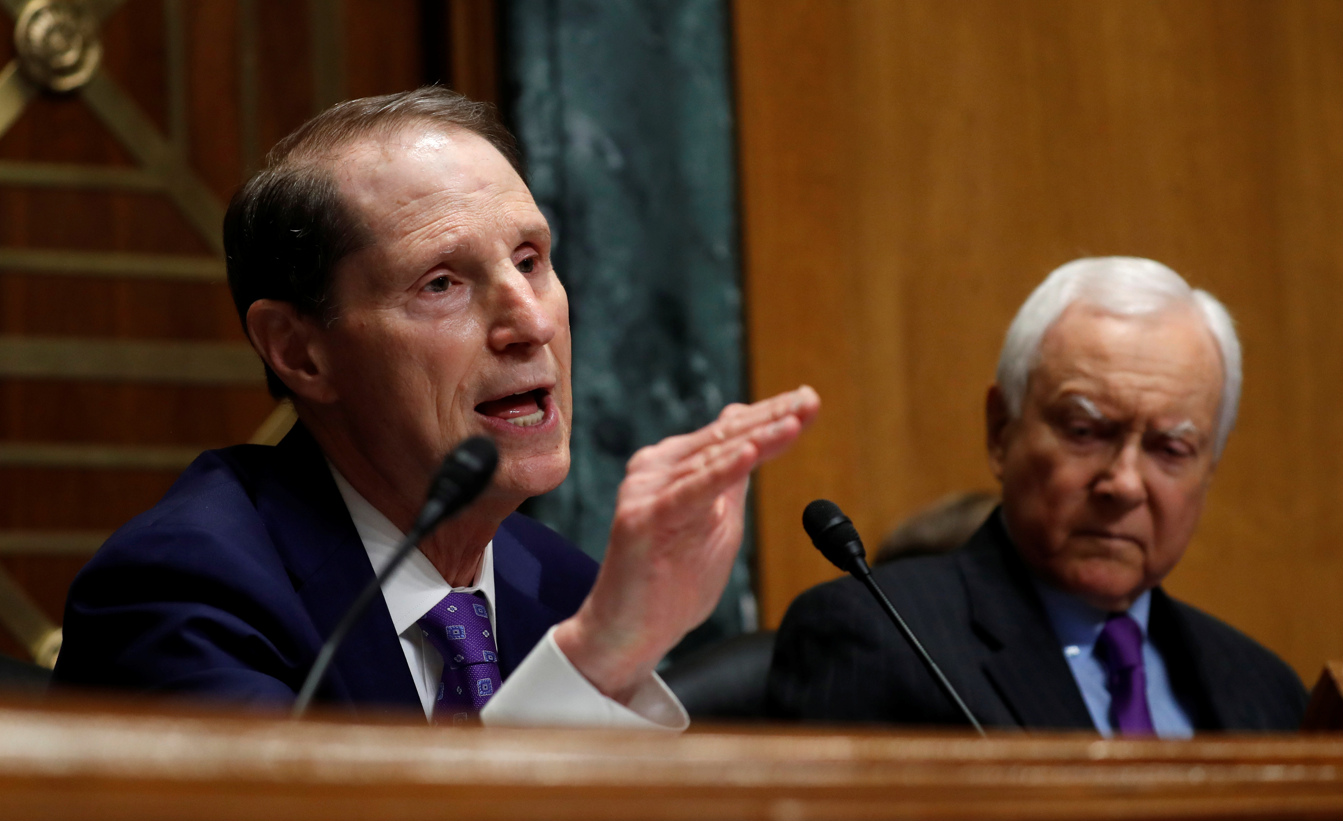 "Senator Ron Wyden questions Commerce Secretary Wilbur Ross as Sen. Orrin Hatch listens on during a Senate Finance hearing on ""Current and Proposed Tariff Actions Administered by the Department of Commerce"" on Capitol Hill in Washington, U.S., June 20, 2018. REUTERS/Kevin Lamarque"
