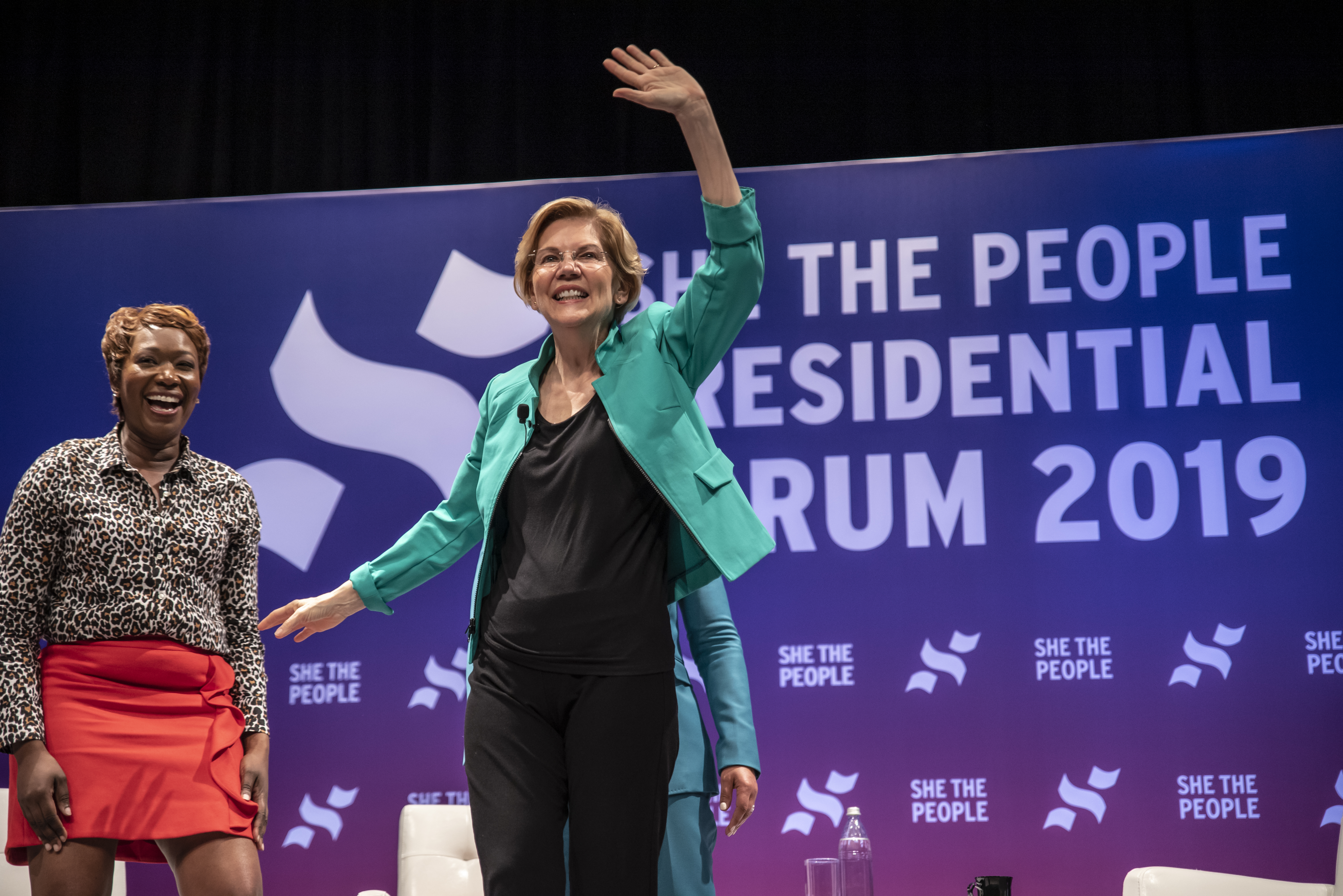 HOUSTON, TX - APRIL 24: Democratic presidential candidate Sen. Elizabeth Warren (D-MA) waves to a crowd at the She The People Presidential Forum at Texas Southern University (Photo by Sergio Flores/Getty Images)
