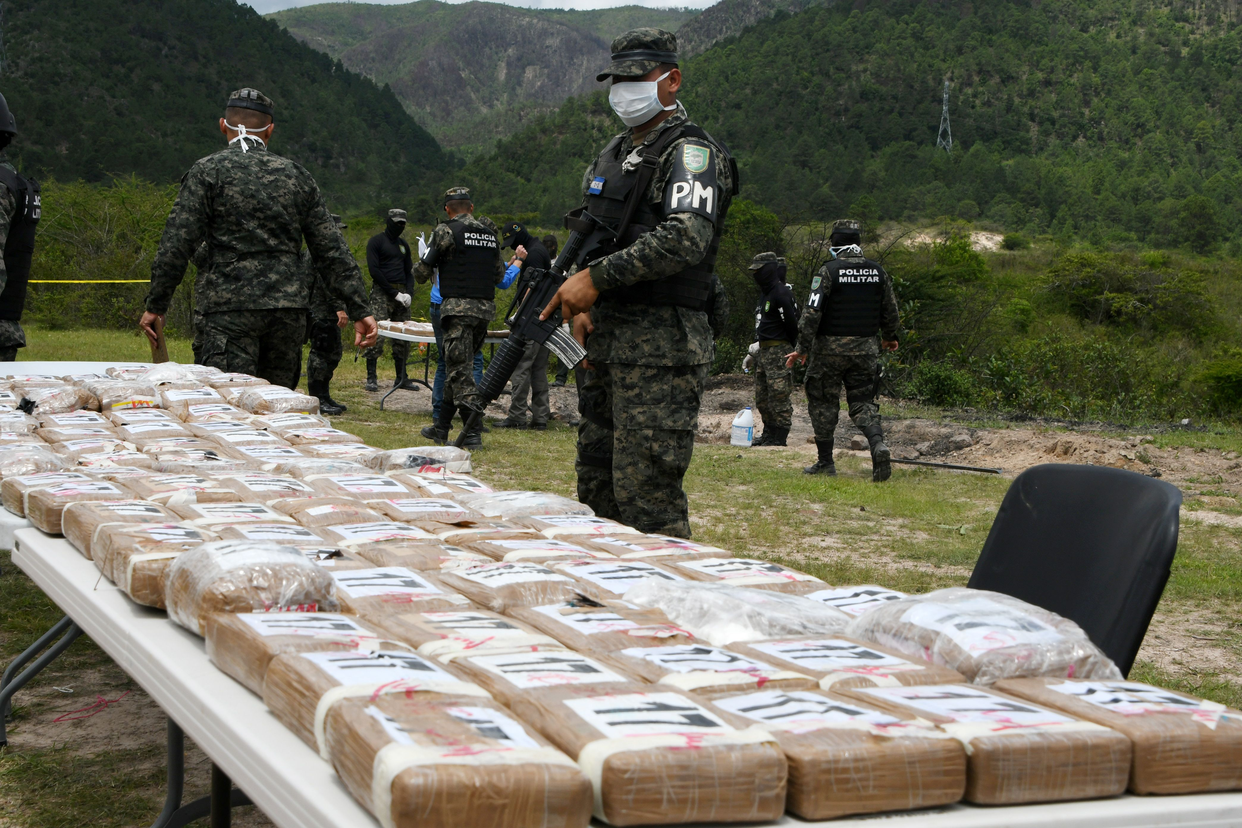 Authorities incinerate a load of cocaine seized to two Colombian nationals navigating along the Caribbean, in Tegucigalpa, on July 11, 2017. (ORLANDO SIERRA/AFP/Getty Images)