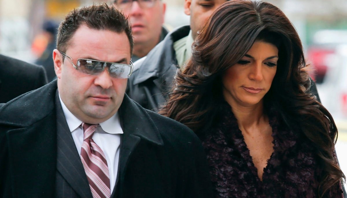 """Teresa Giudice, 41, (R) and her husband Giuseppe """"Joe"""" Giudice, 43, (L) arrive at the Federal Court in Newark, New Jersey, March 4, 2014. """"Real Housewives of New Jersey"""" cast members Teresa and Giuseppe are expected to plead guilty to charges stemming from their loan fraud case in which prosecutors say they lied on financial applications and hid income. REUTERS/Eduardo Munoz"""