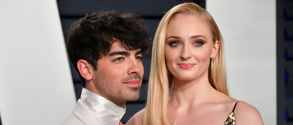 Joe Jonas (L) and Sophie Turner attend the 2019 Vanity Fair Oscar Party hosted by Radhika Jones at Wallis Annenberg Center for the Performing Arts on February 24, 2019 in Beverly Hills, California. (Photo by Dia Dipasupil/Getty Images)