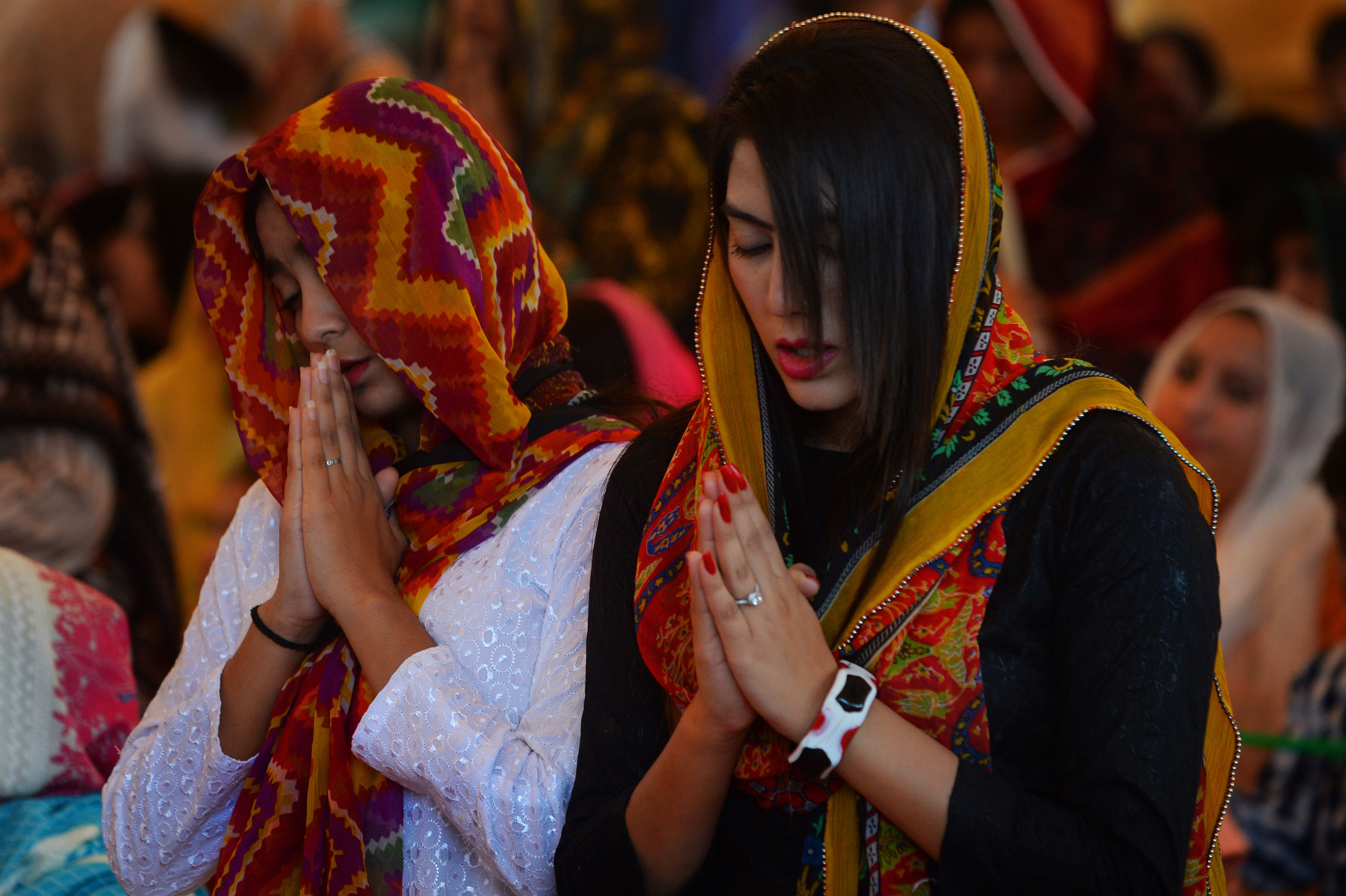 Pakistani Christian devotees attend mass to mark Good Friday at St Anthony's church in Lahore on April 19, 2019. (ARIF ALI/AFP/Getty Images)