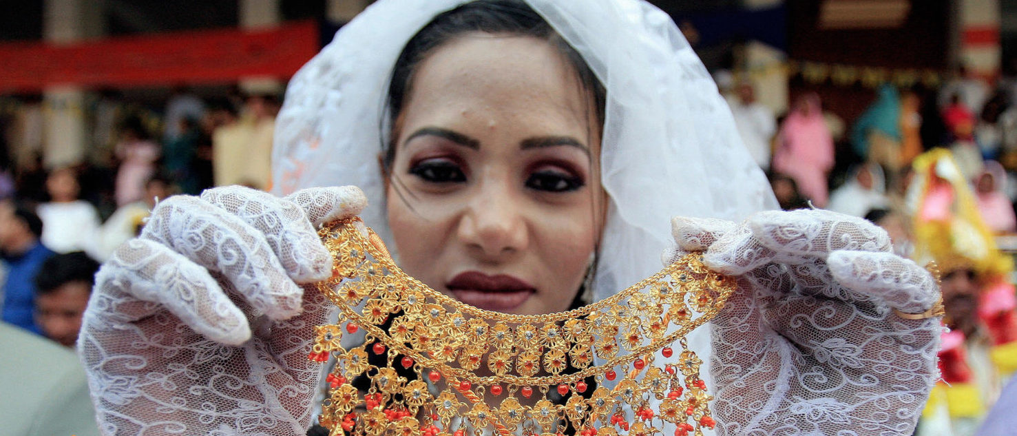 Lahore, PAKISTAN: A Pakistani Christian bride shows off her jewellery during a mass wedding ceremony of about 55 couples in Lahore, 29 October 2006 where the ceremony was attended, amongst others, by Punjab province Ministers and Governor Khalid Maqbool. (Arif Ali/AFP/Getty Images)