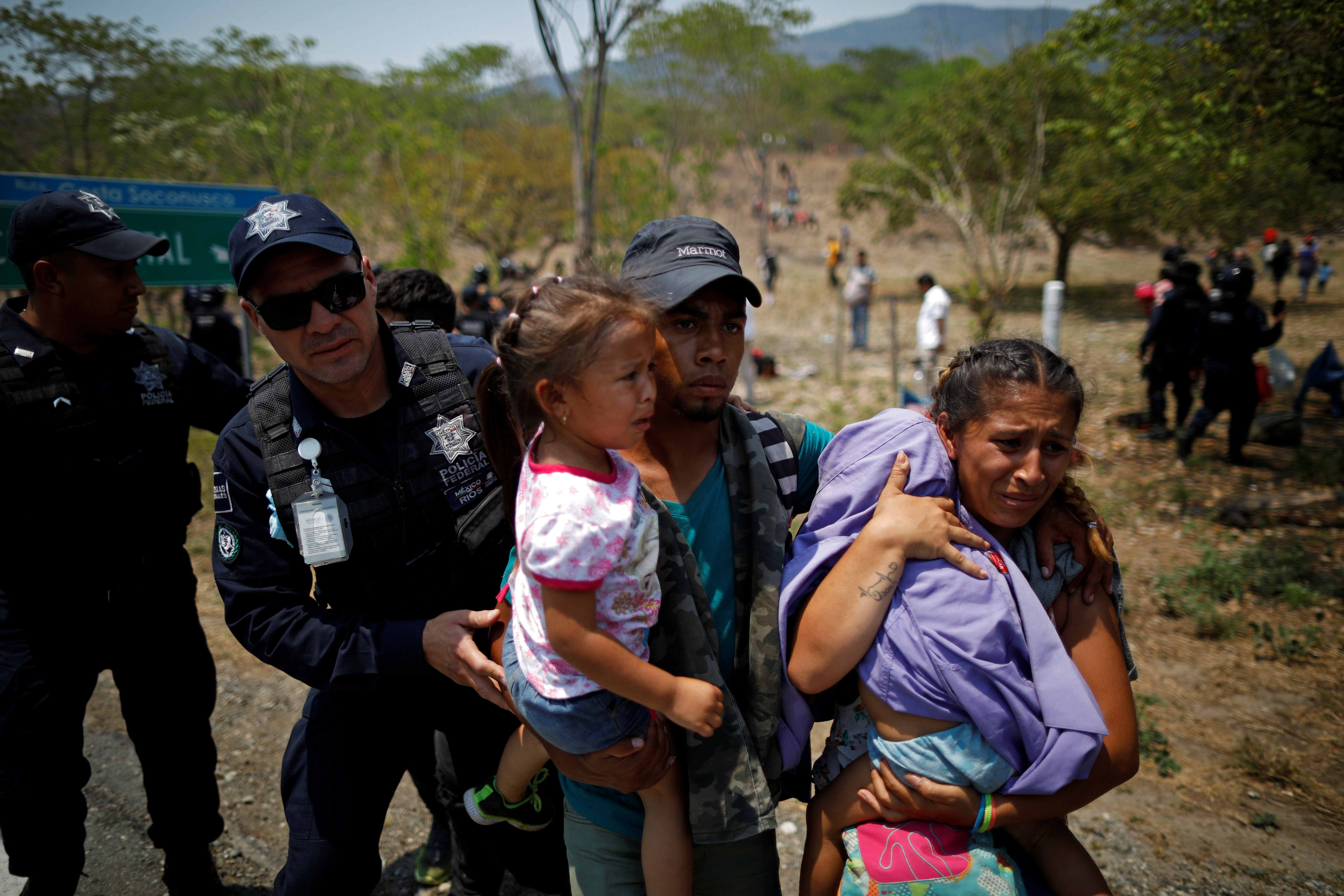 A family of Central American migrants is detained by Federal Police officers during a raid in their journey towards the United States, in Pijijiapan, Mexico April 22, 2019. REUTERS/Jose Cabezas